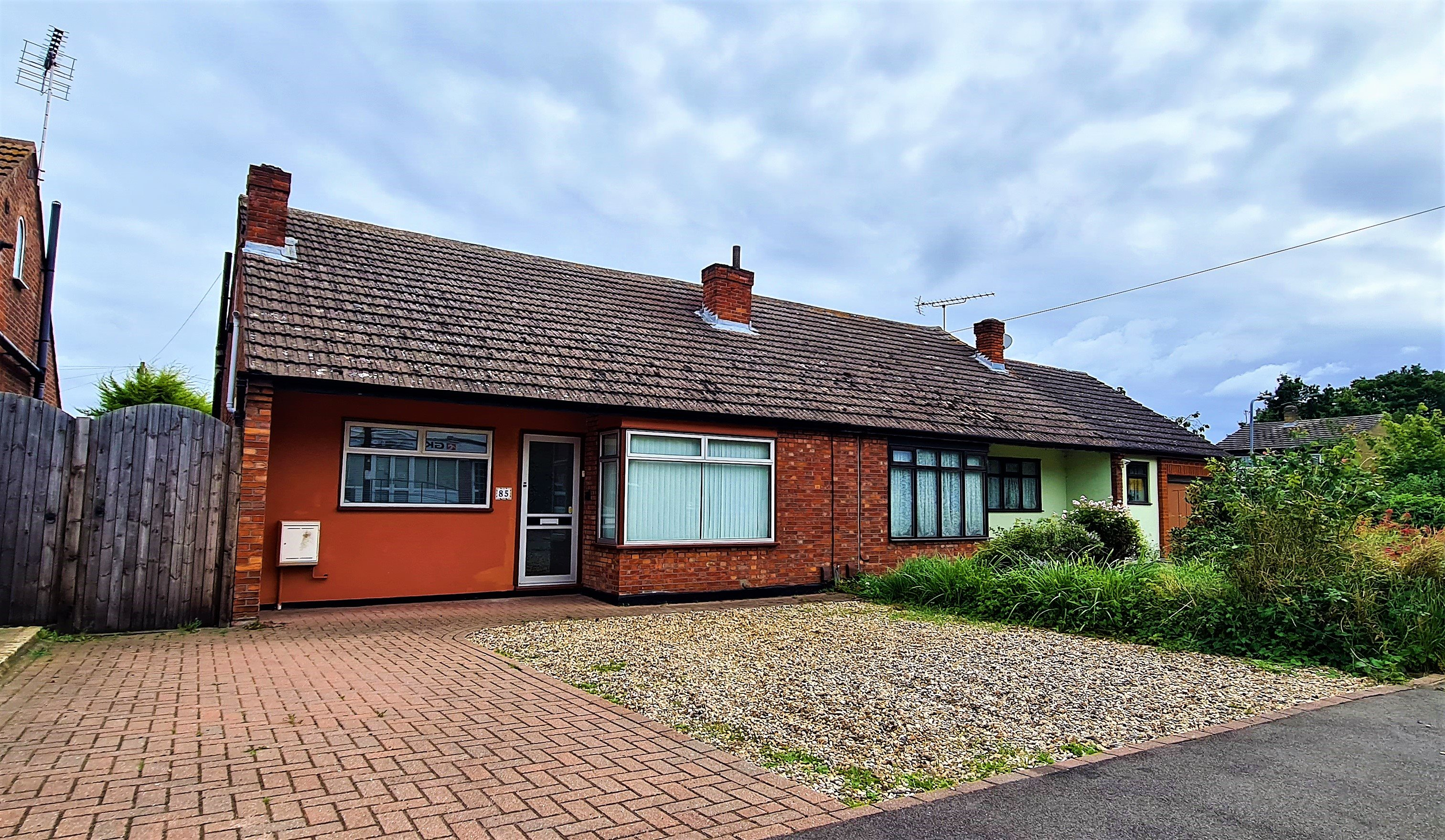 3 bed semi-detached house to rent in Friern Gardens, Wickford  - Property Image 1