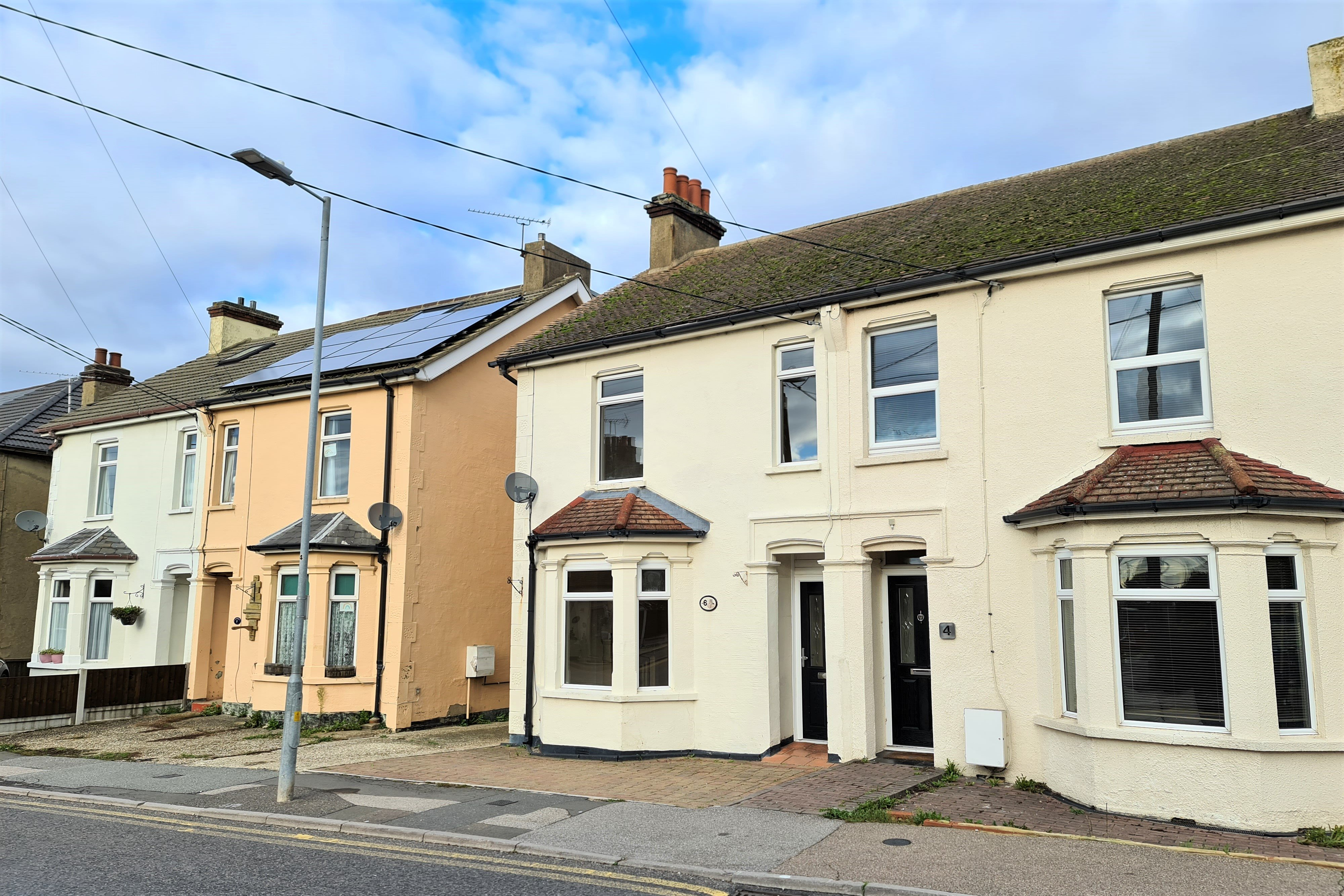 3 bed semi-detached house to rent in Love Lane, Rayleigh - Property Image 1