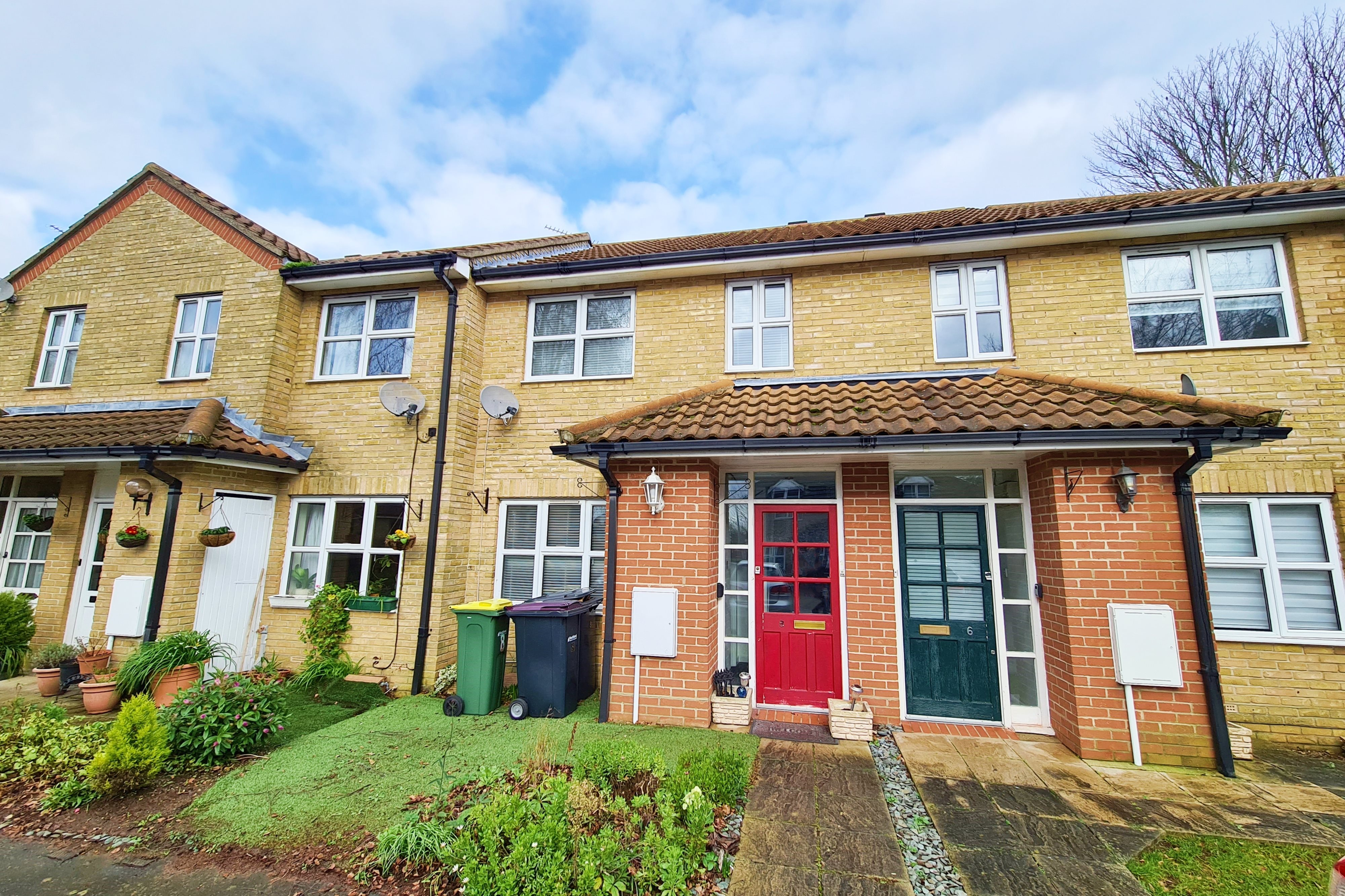 2 bed terraced house to rent in Dobsons Close, Rayleigh - Property Image 1