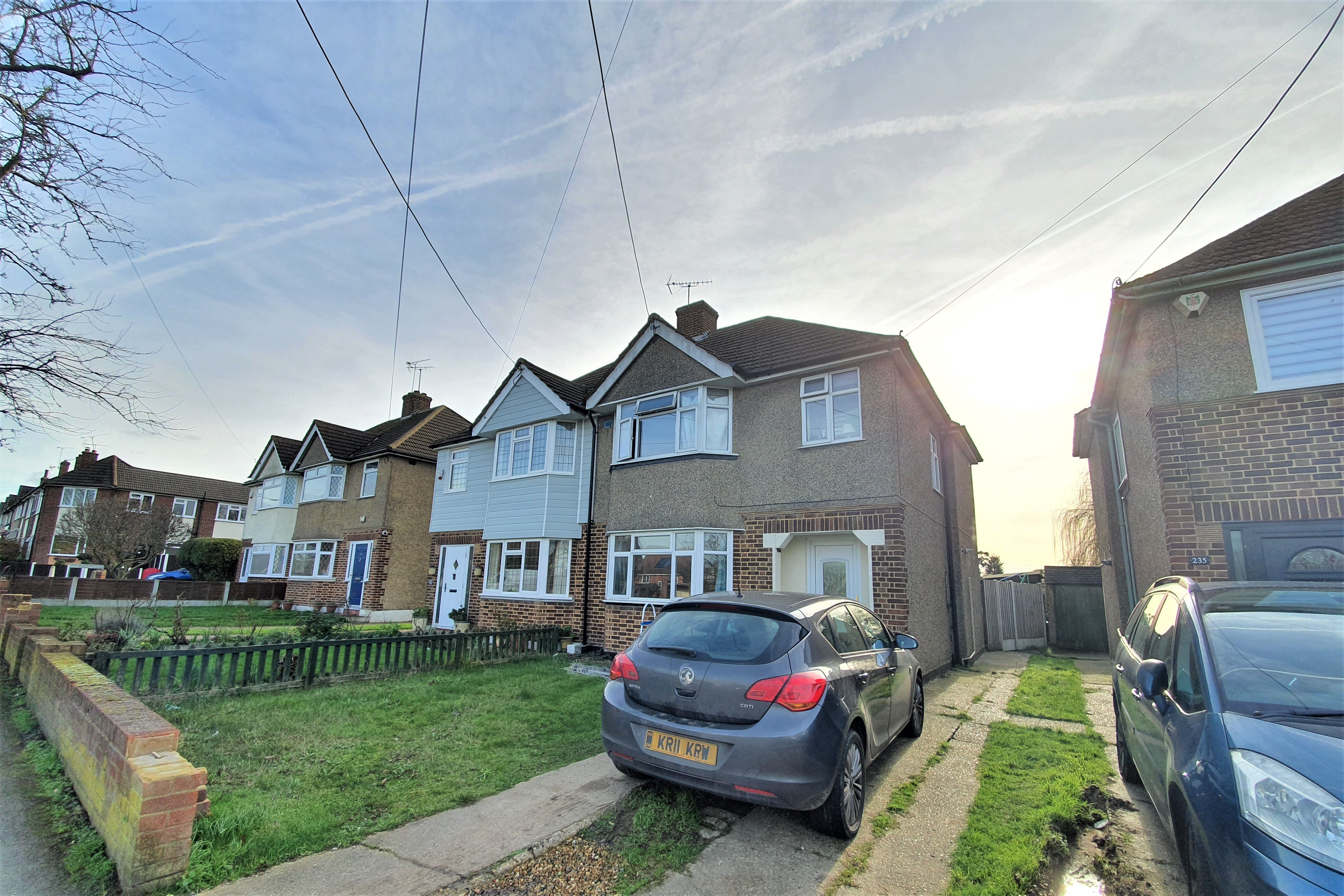 3 bed semi-detached house to rent in London Road, Rayleigh, SS6