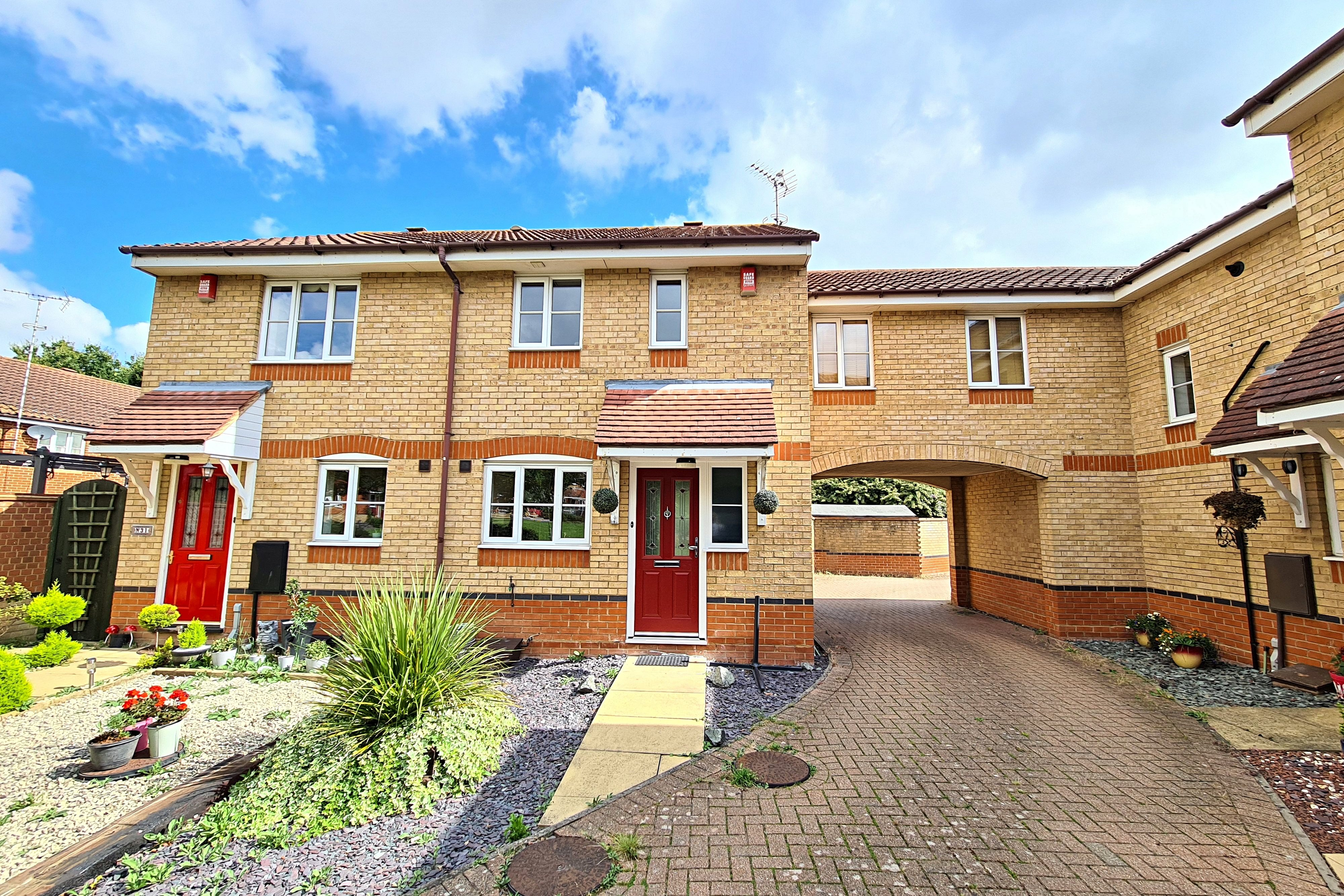 3 bed end of terrace house to rent in Heron Close, Rayleigh  - Property Image 1