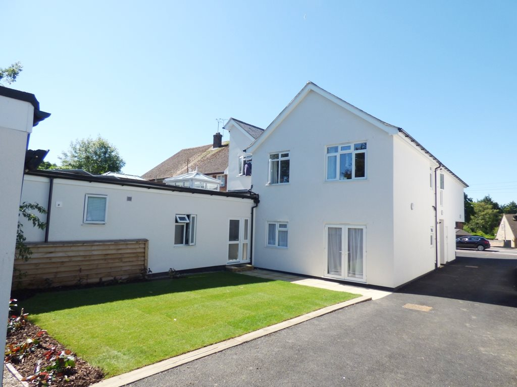 1 bed flat to rent in Eastwood, Leigh-on-sea - Property Image 1