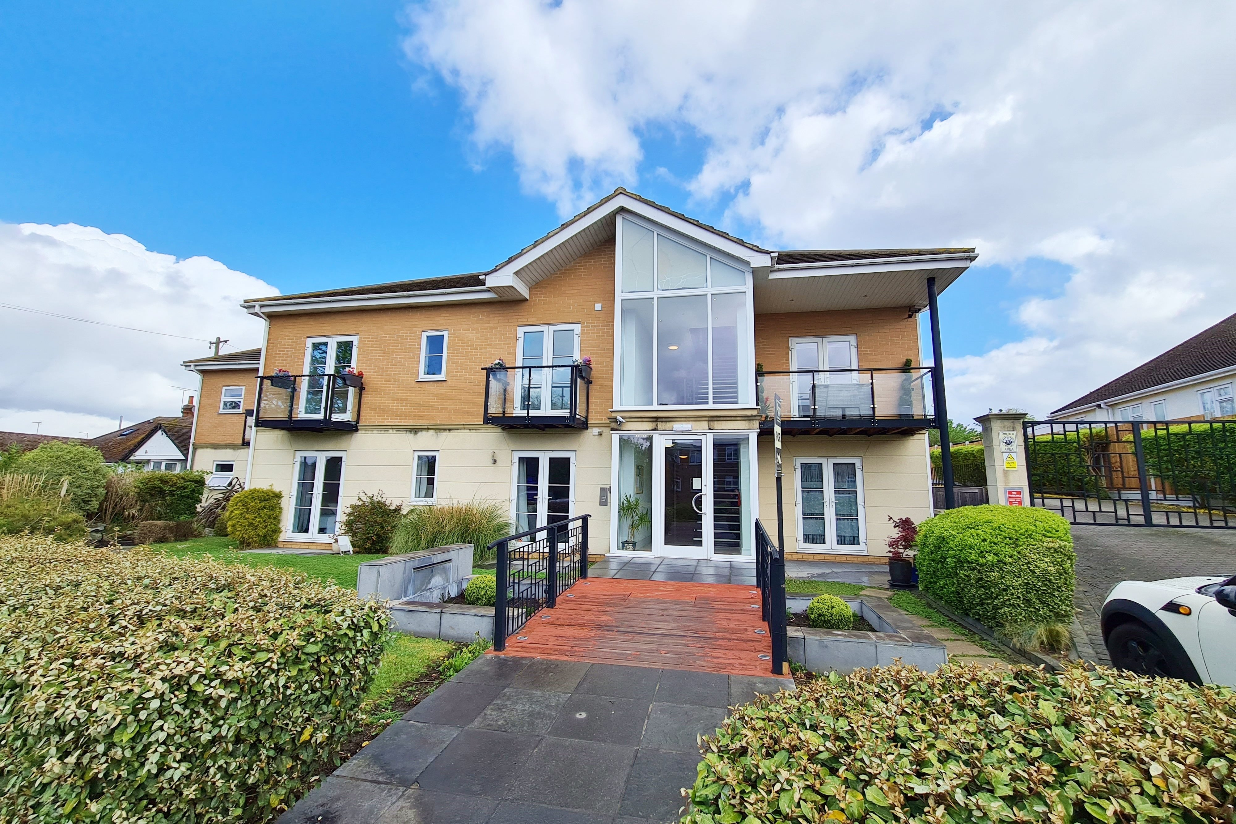 2 bed flat to rent in Rayleigh Road, Eastwood 0