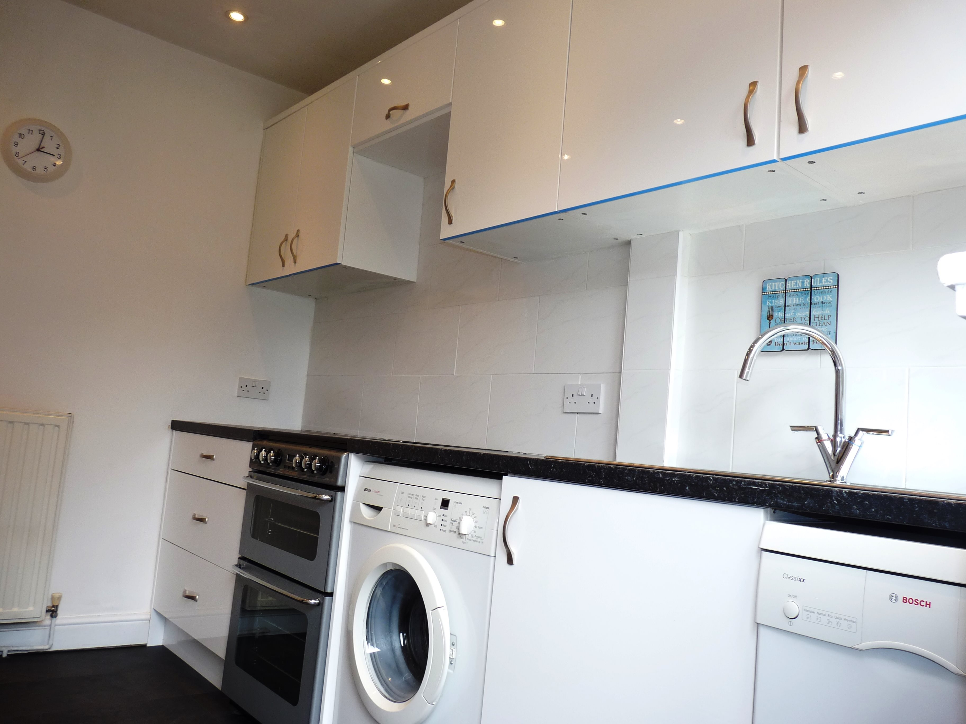 3 bed terraced house to rent in Outwood Common Road, Billericay 1