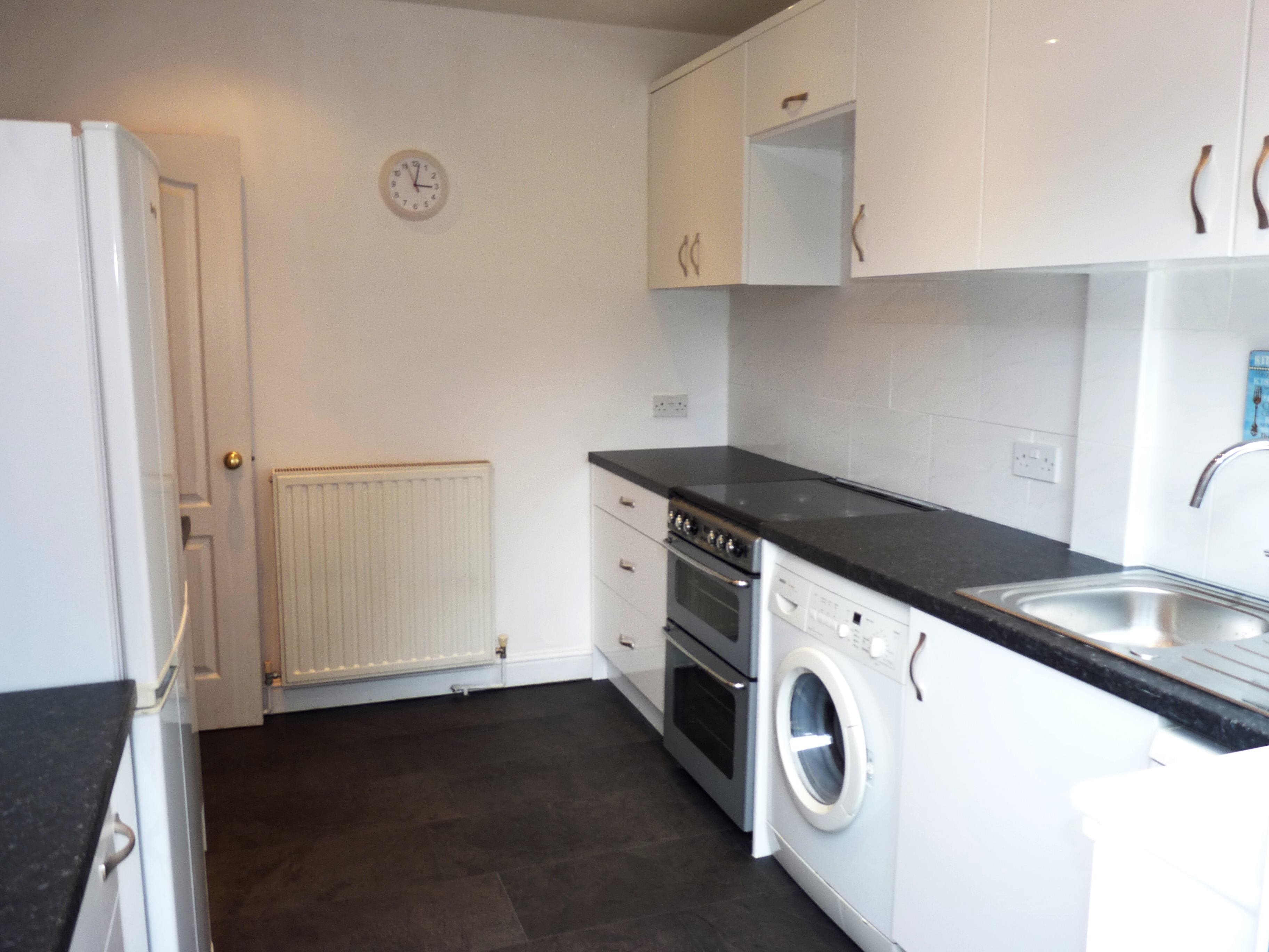 3 bed terraced house to rent in Outwood Common Road, Billericay  - Property Image 6