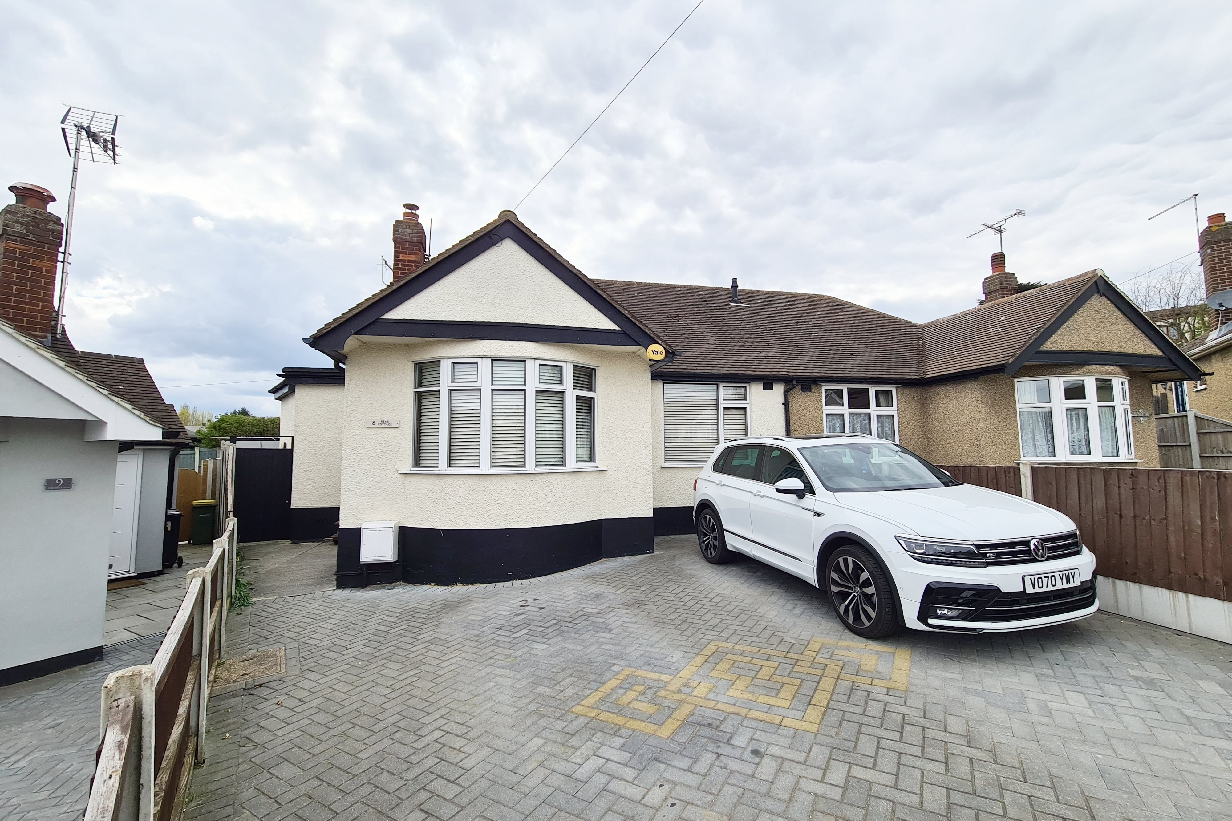 3 bed semi-detached bungalow to rent in Humber Close, Rayleigh, SS6