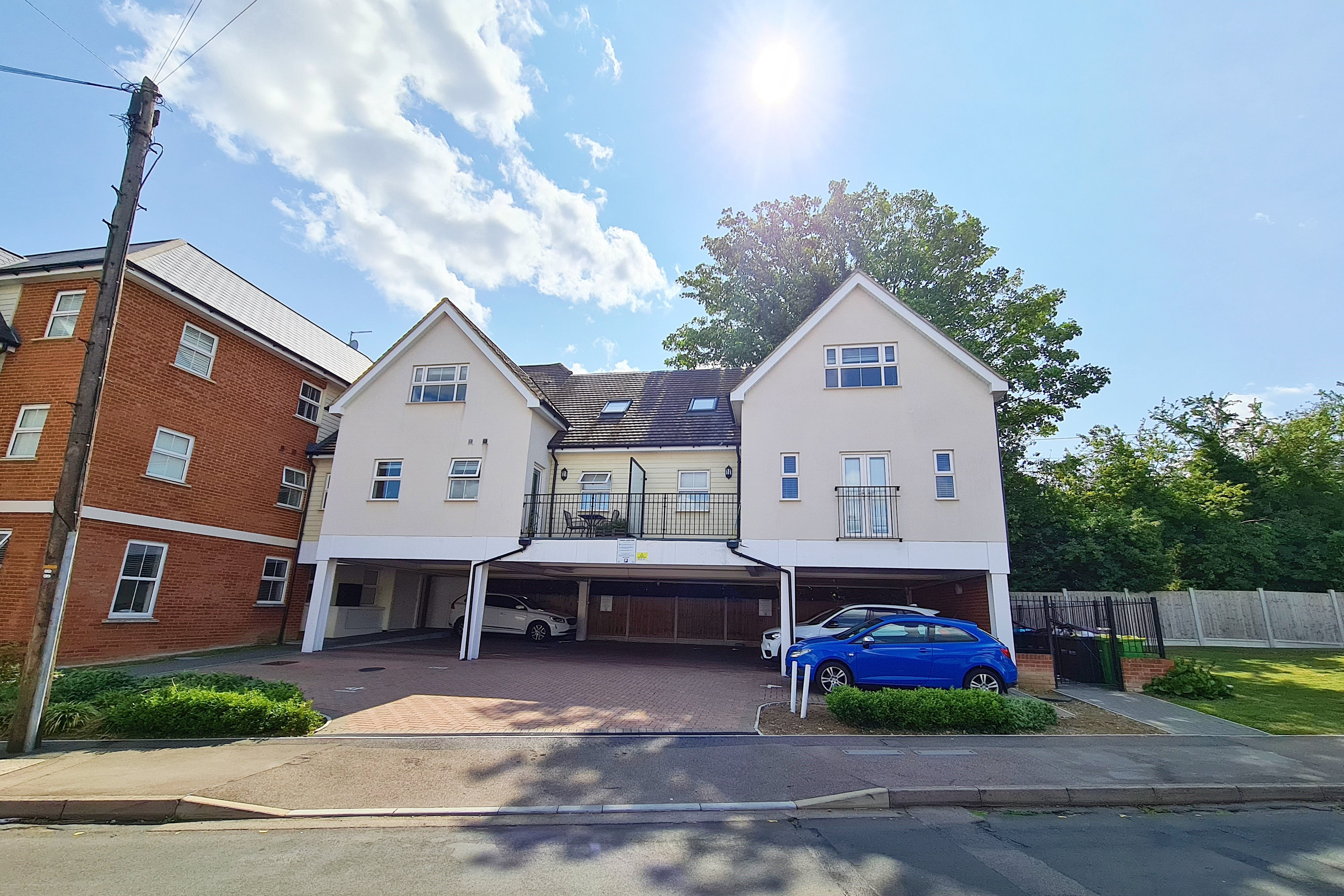 2 bed flat to rent in City Approach, Rayleigh, SS6