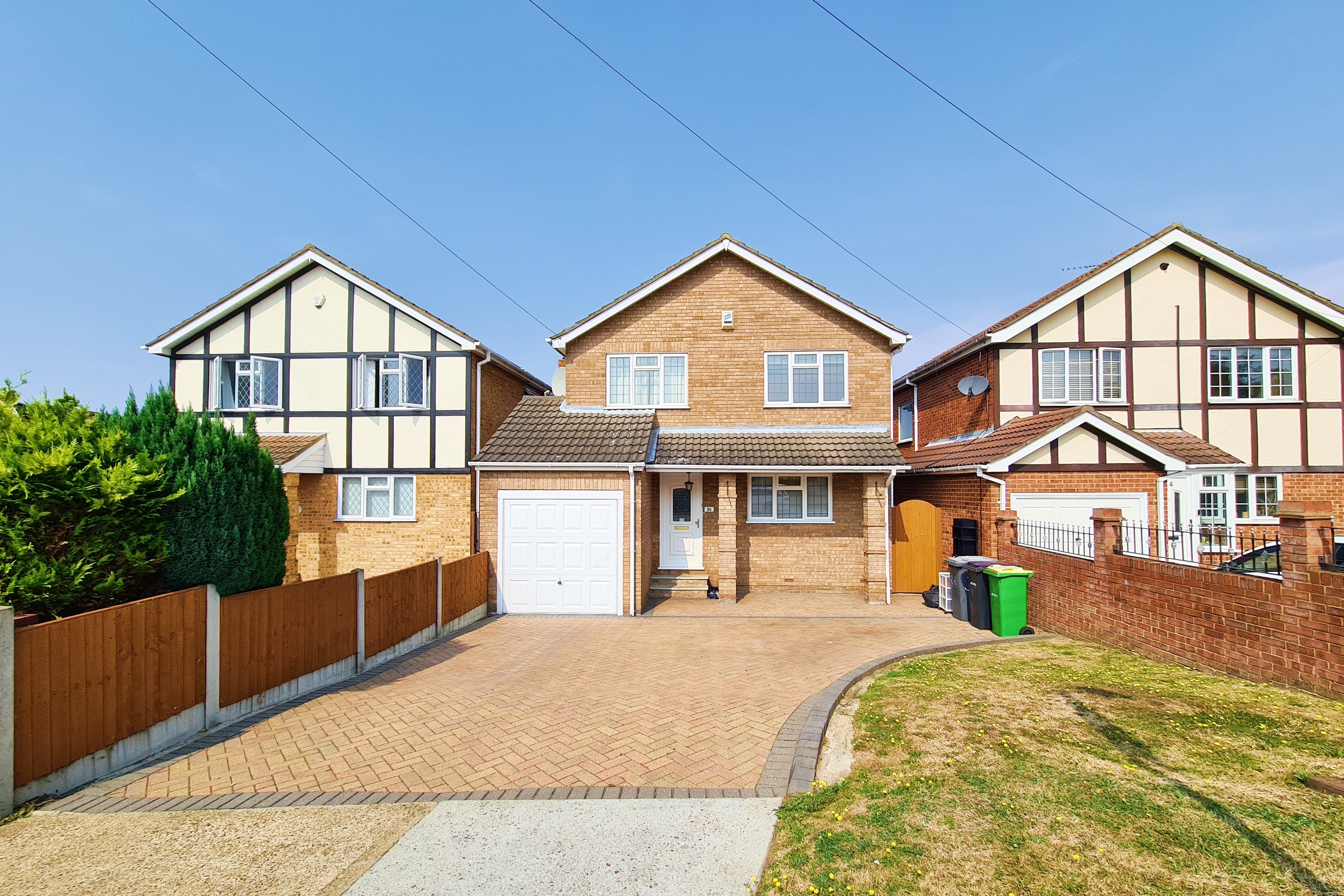 4 bed detached house to rent in Daws Heath Road, Rayleigh - Property Image 1