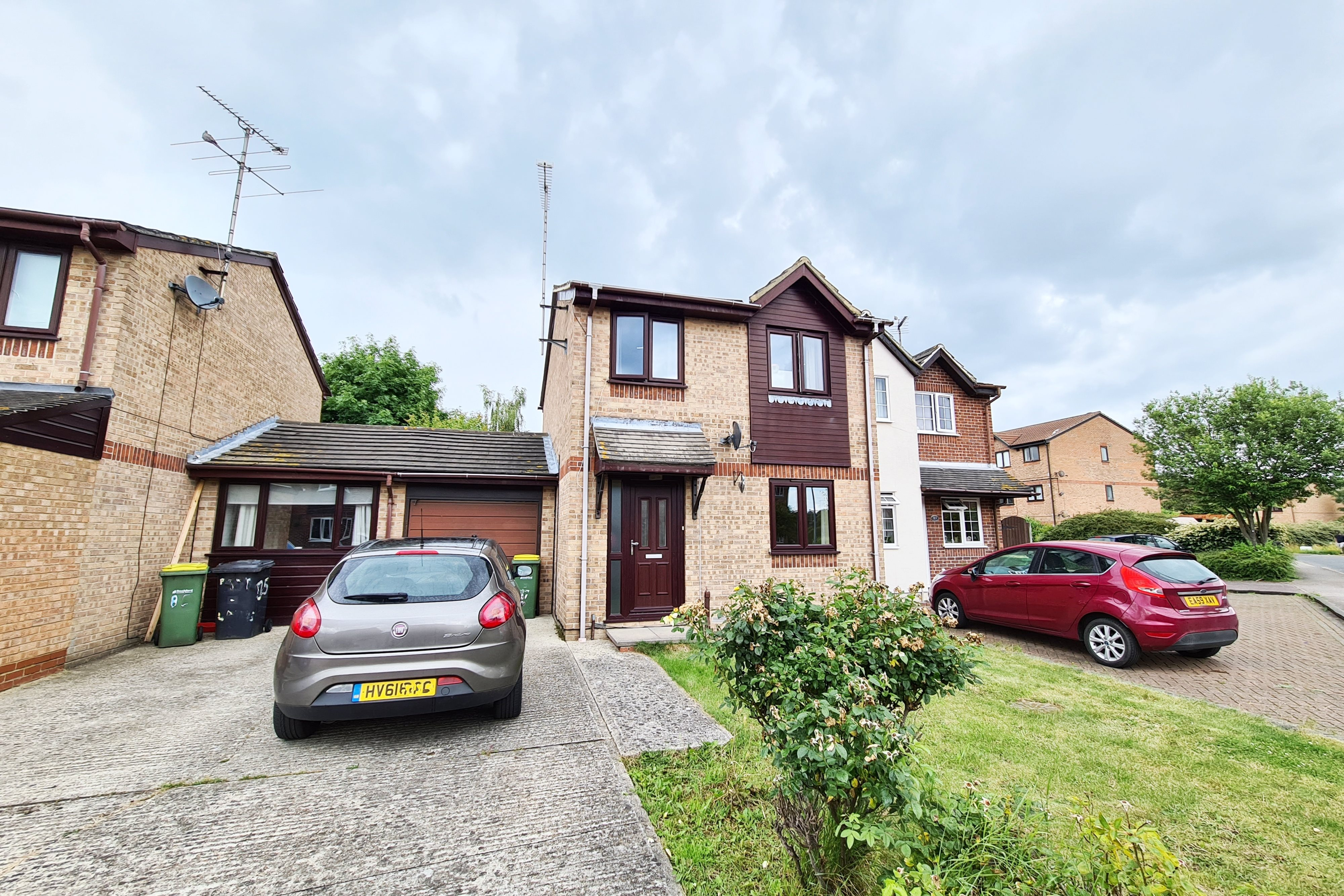3 bed semi-detached house to rent in Parklands, Rochford, SS4