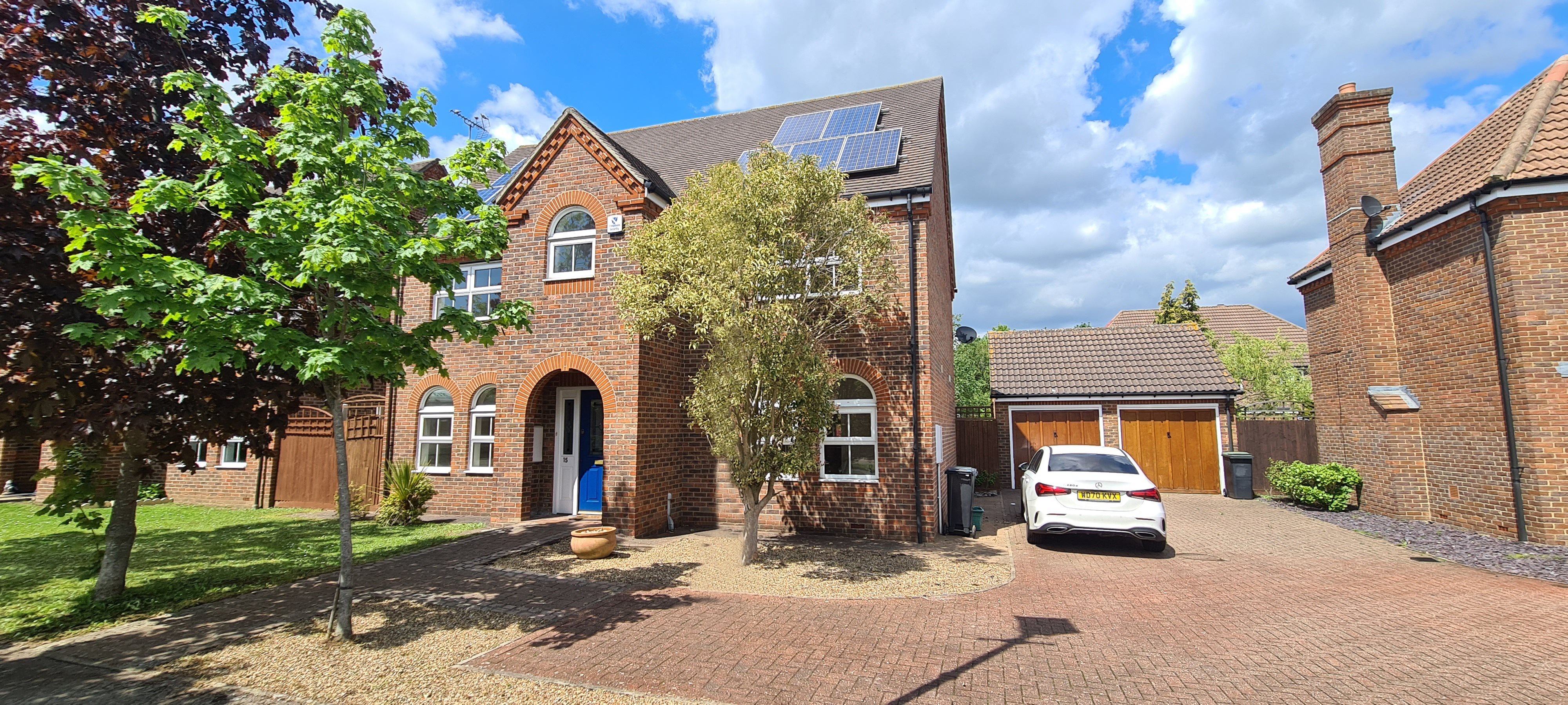 4 bed detached house to rent, Waltham Abbey  - Property Image 1