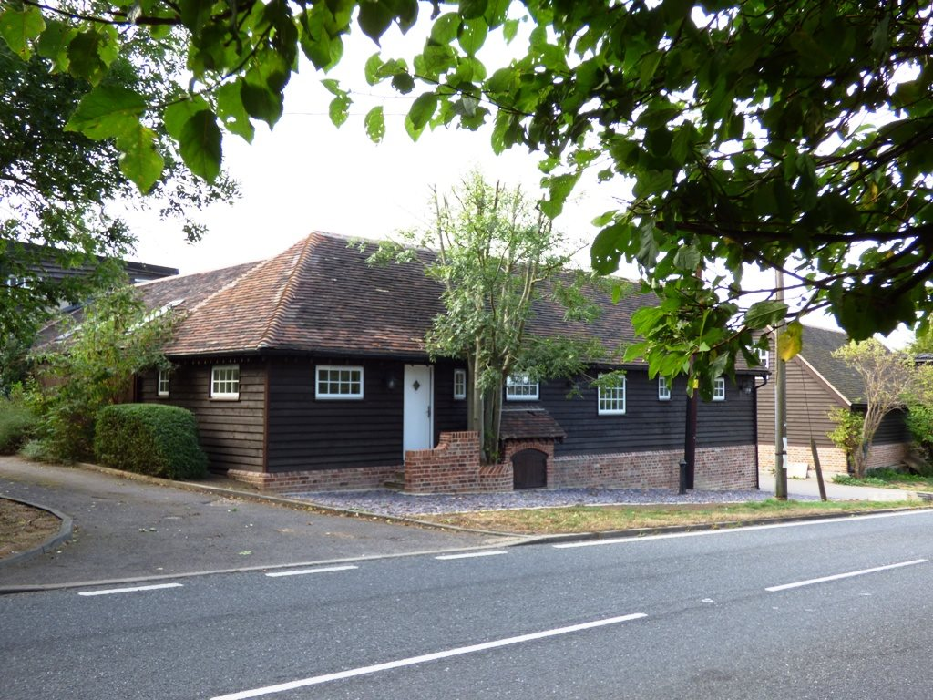 1 bed semi-detached bungalow to rent in Main Road, Rettendon Common 6