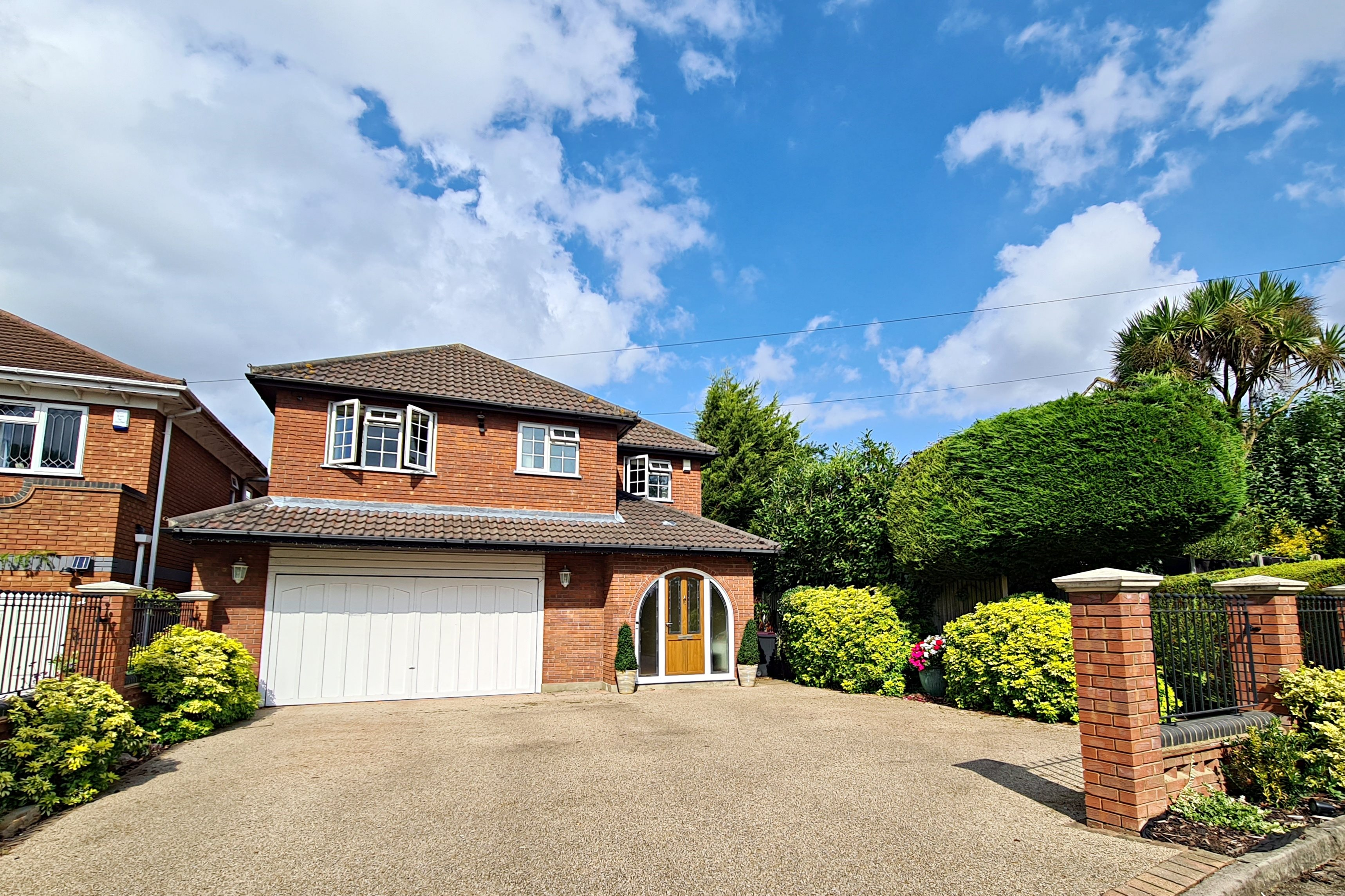 5 bed detached house to rent in Eastern Road, Rayleigh  - Property Image 1