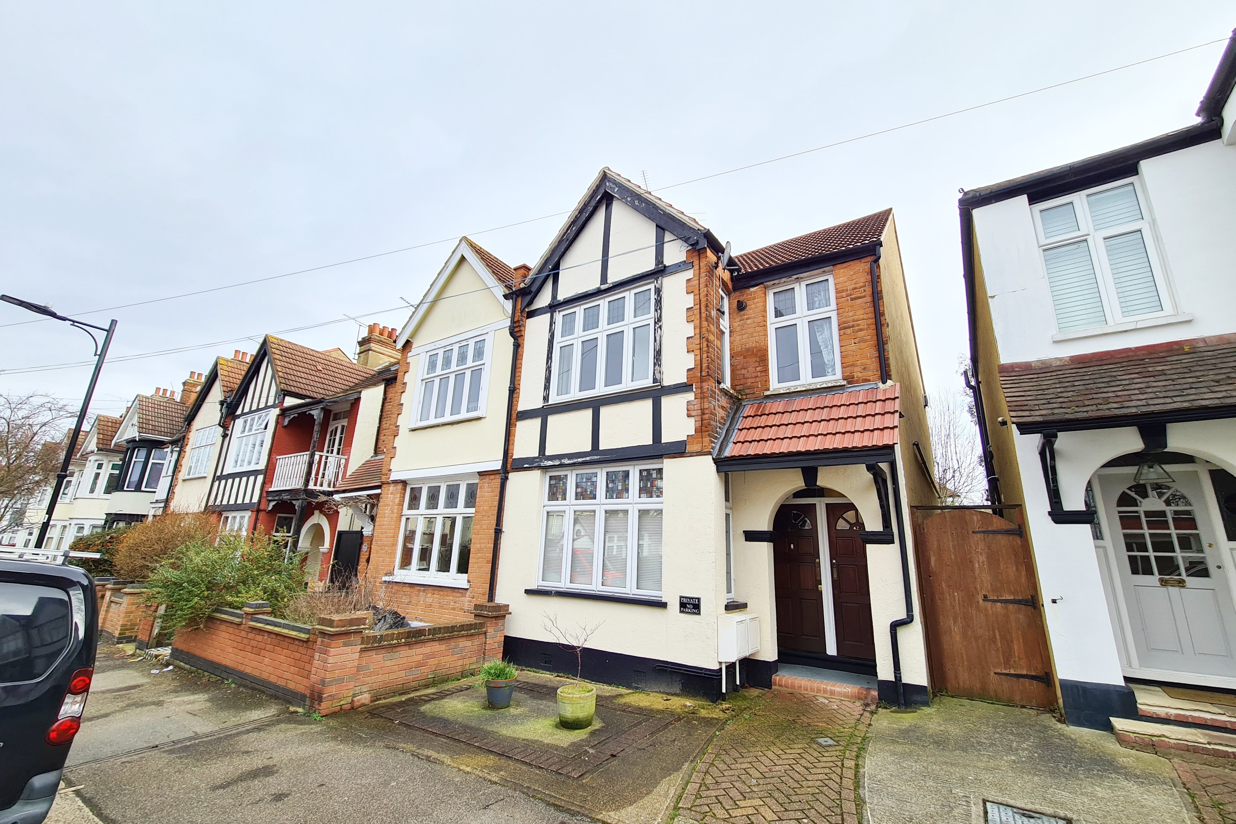 1 bed flat to rent in Torquay Drive, Leigh-on-Sea  - Property Image 1