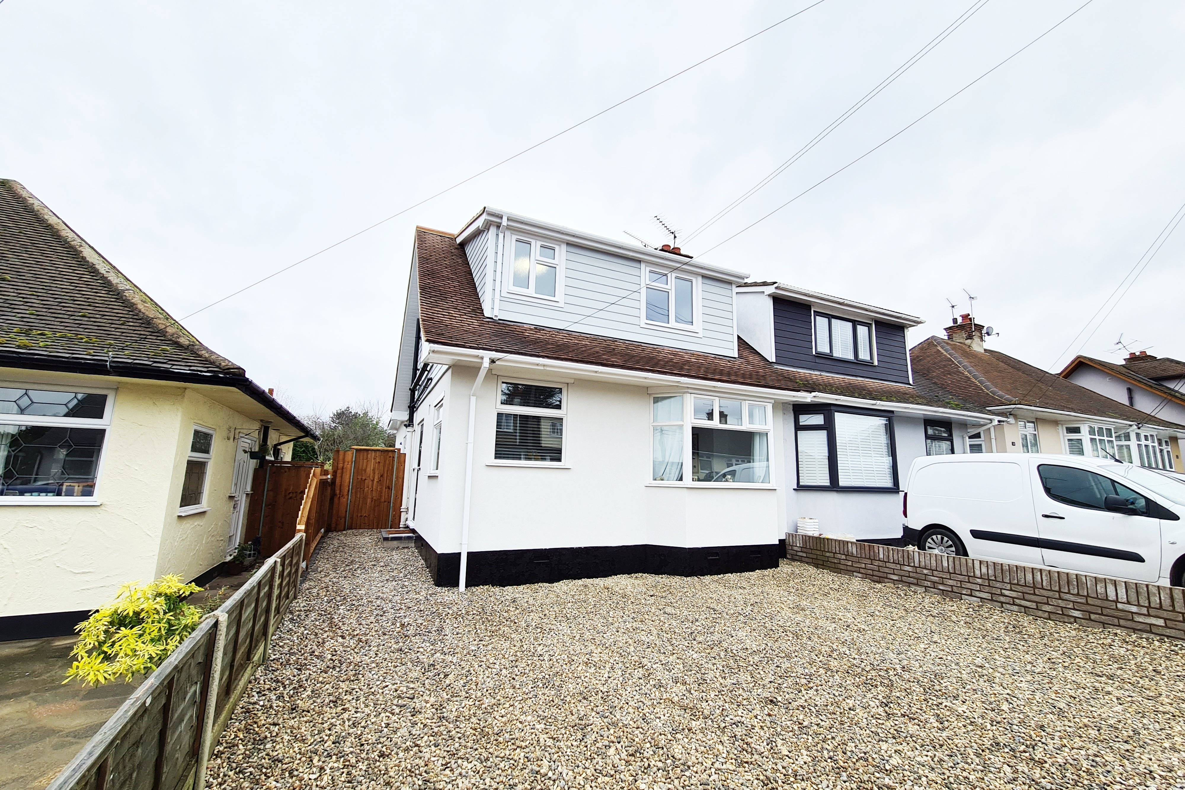 4 bed house for sale in Oakwood Road, Rayleigh, SS6