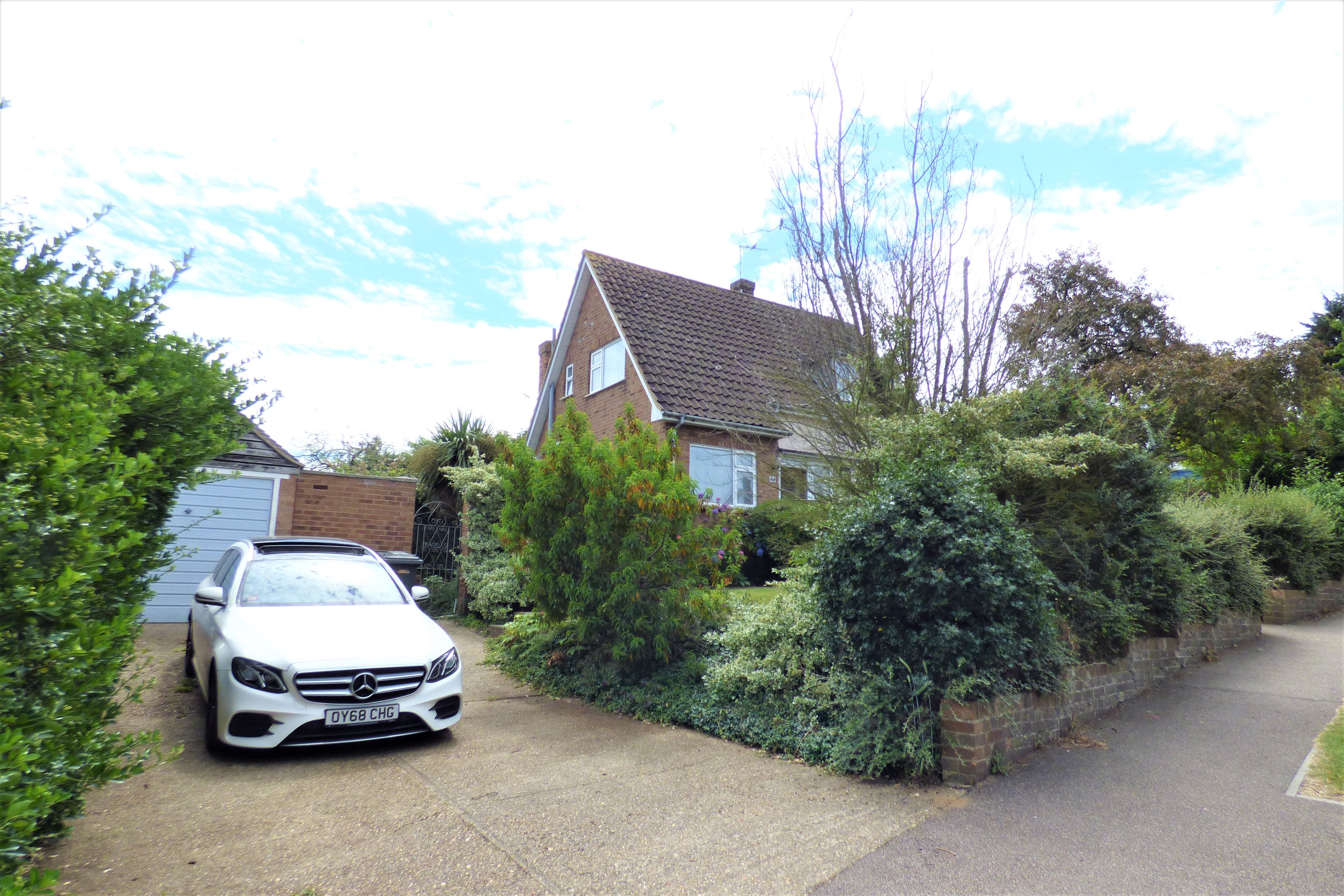 3 bed detached house for sale in Love Lane, Rayleigh - Property Image 1