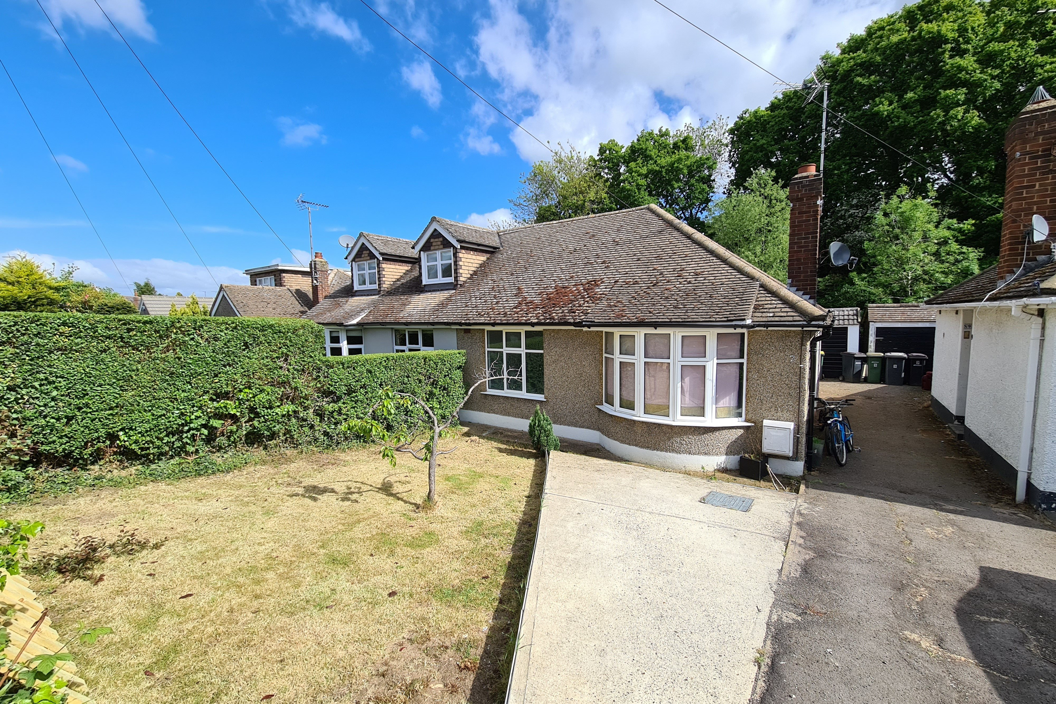 2 bed semi-detached bungalow for sale in Mendip Close, Rayleigh - Property Image 1