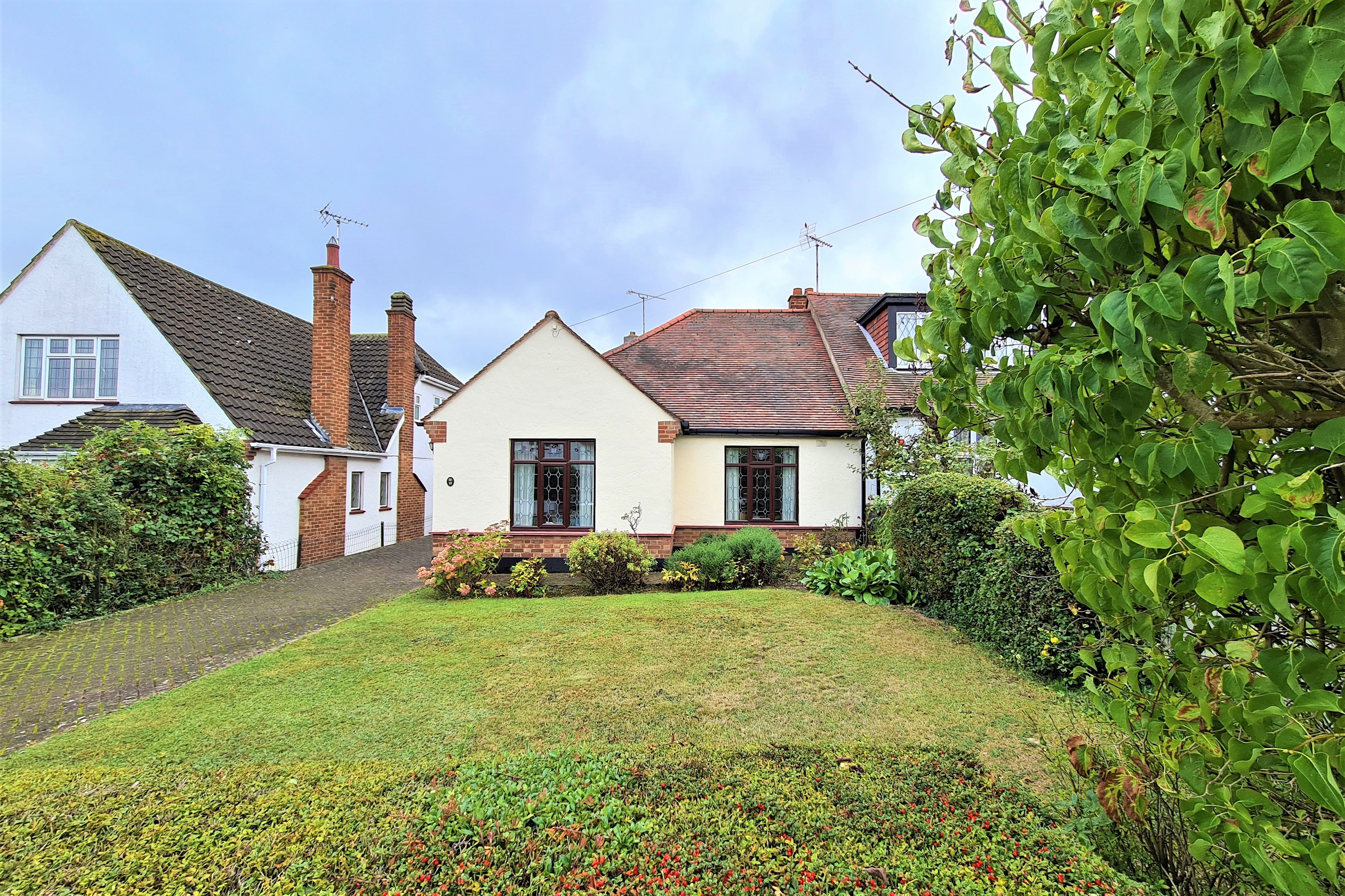 2 bed semi-detached bungalow for sale in Orchard Avenue, Rayleigh - Property Image 1
