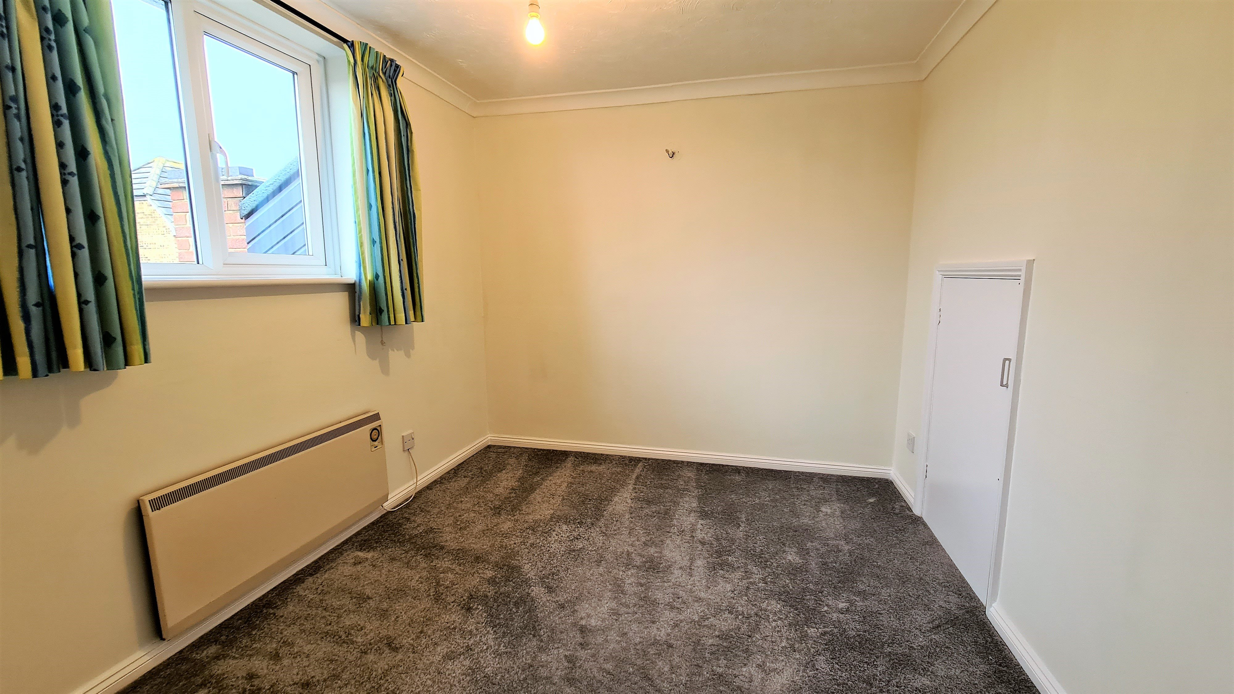 2 bed flat for sale in Orlando Drive, Basildon 7