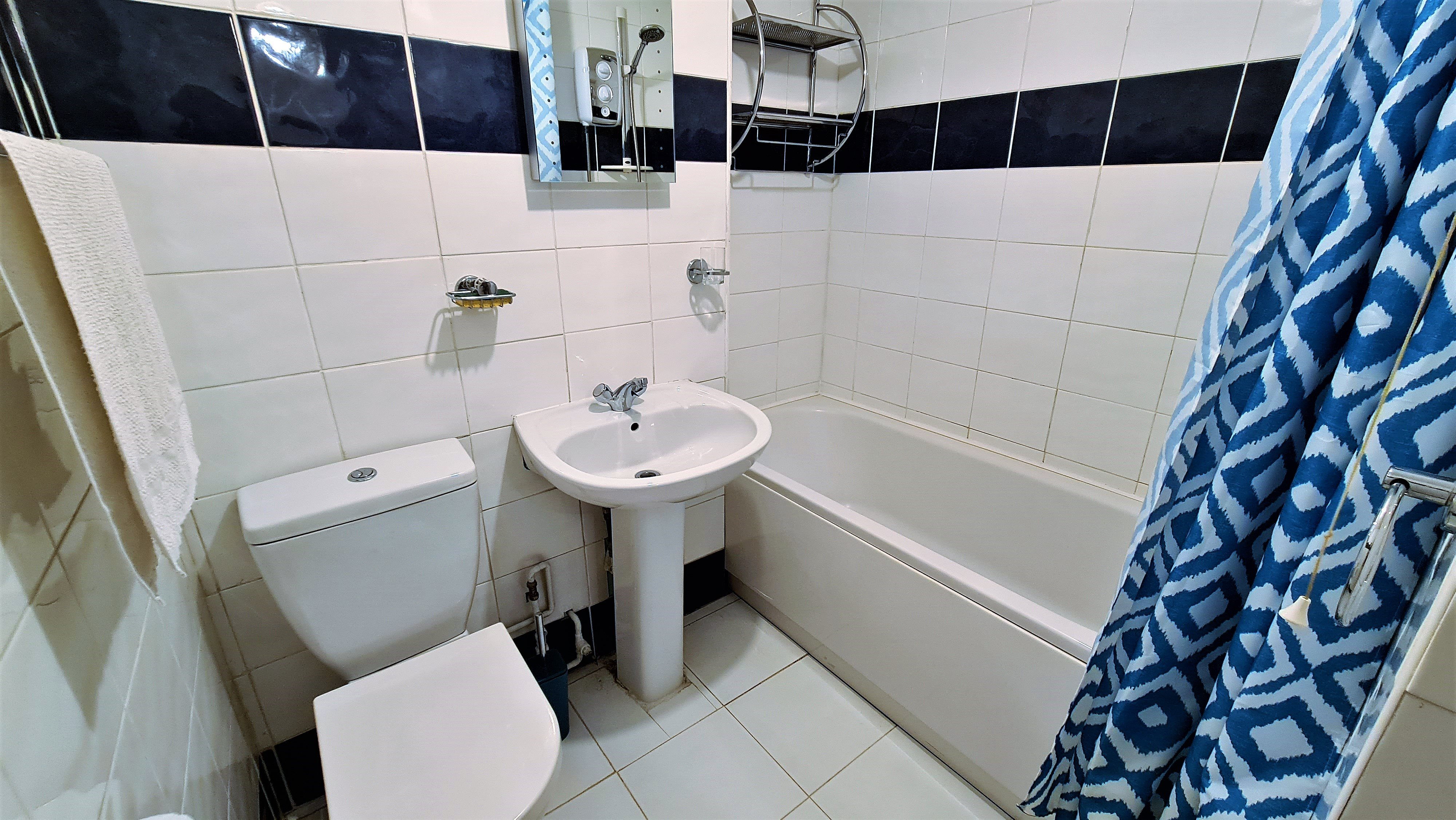 2 bed flat for sale in Orlando Drive, Basildon 4