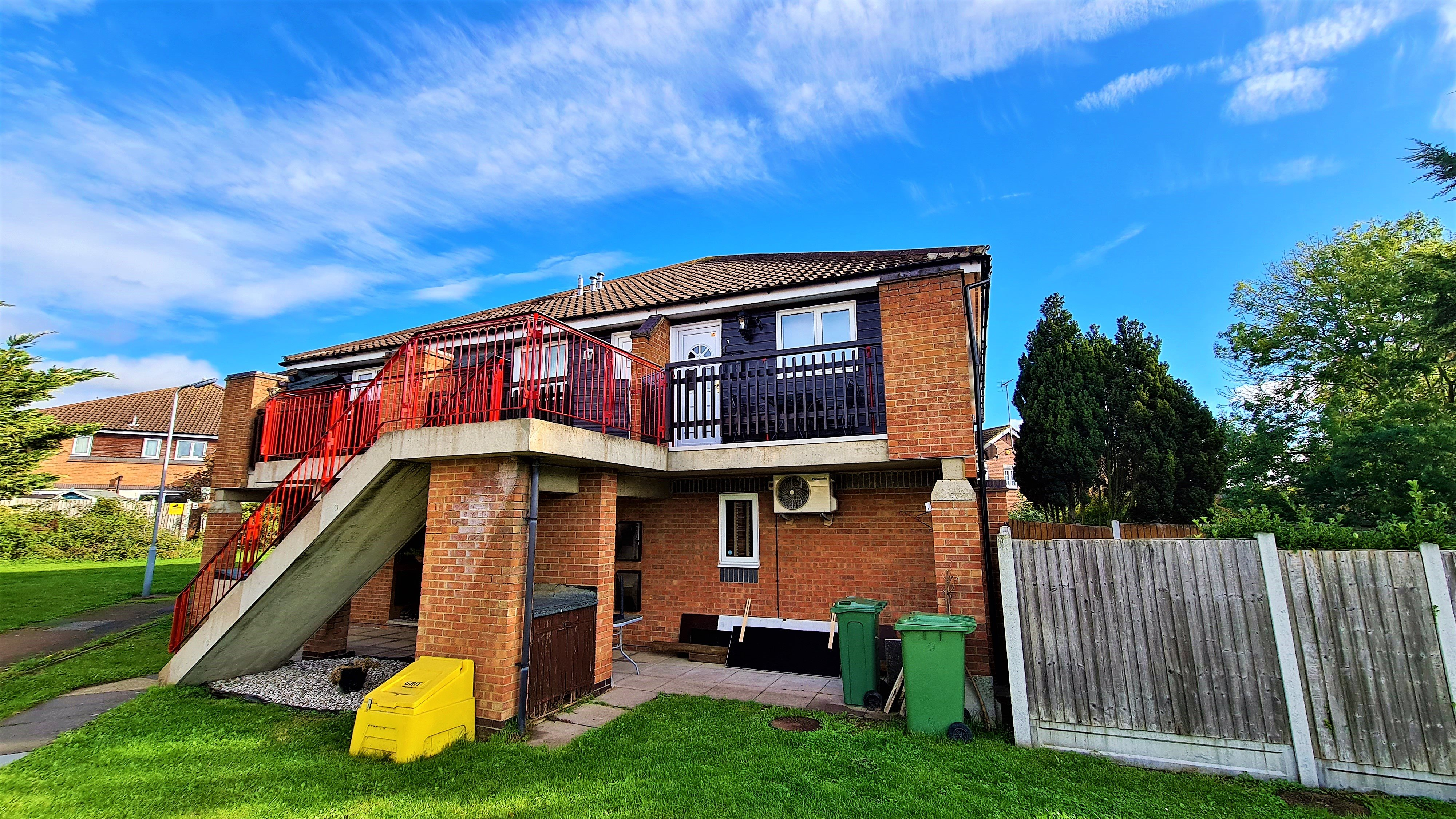 2 bed flat for sale in Orlando Drive, Basildon - Property Image 1