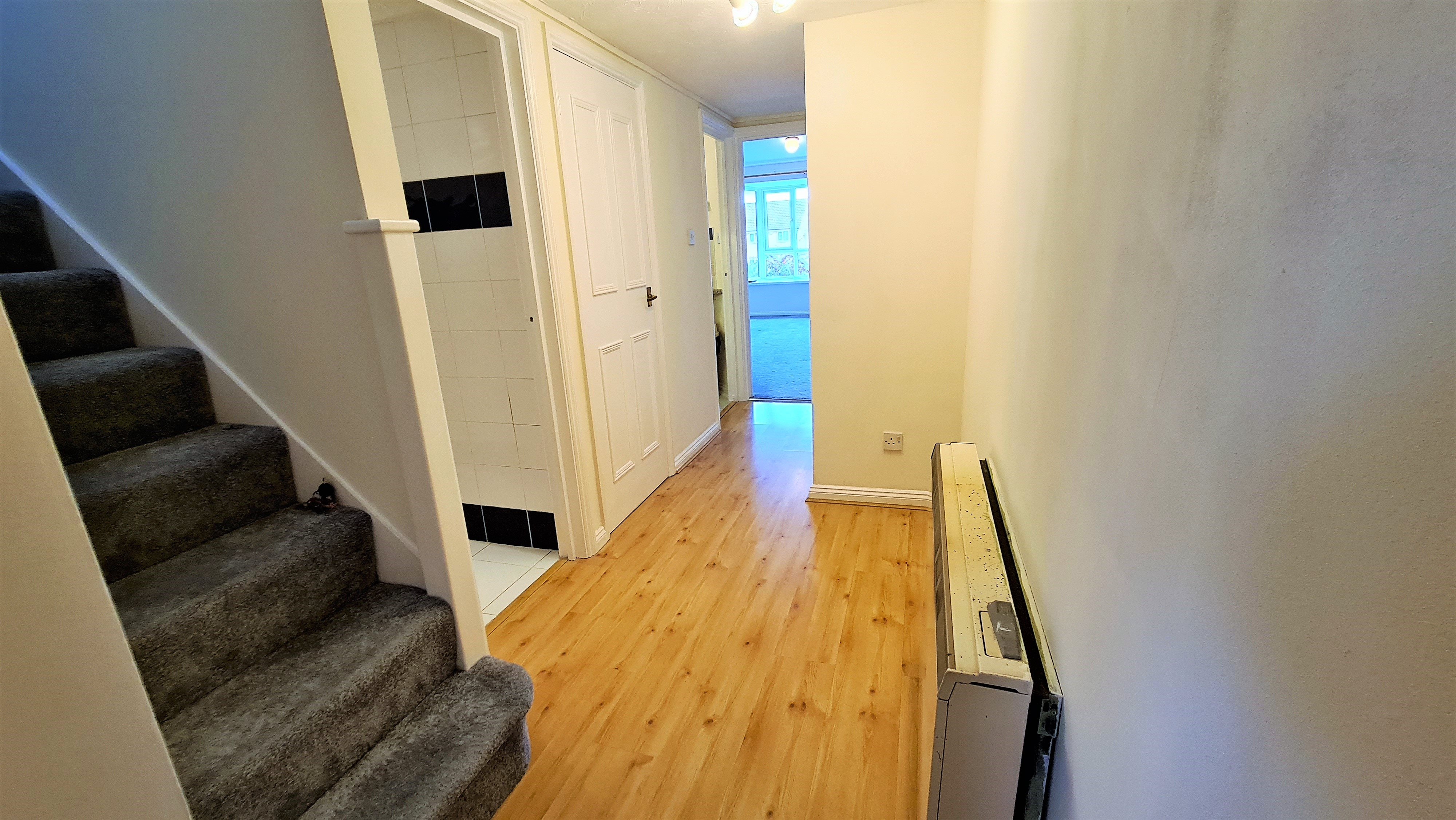 2 bed flat for sale in Orlando Drive, Basildon 9