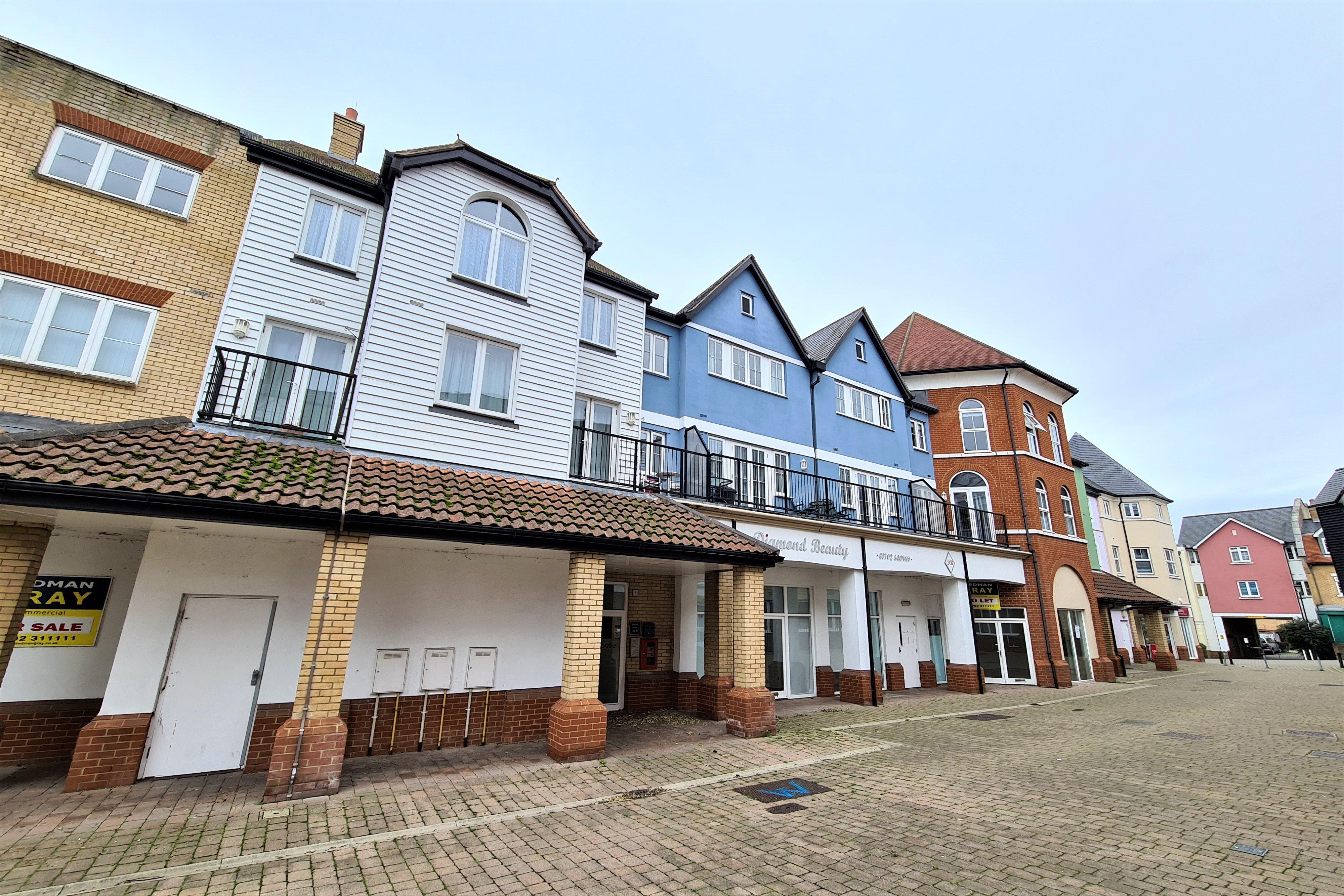 1 bed flat for sale in Boleyn House, Rochford  - Property Image 1