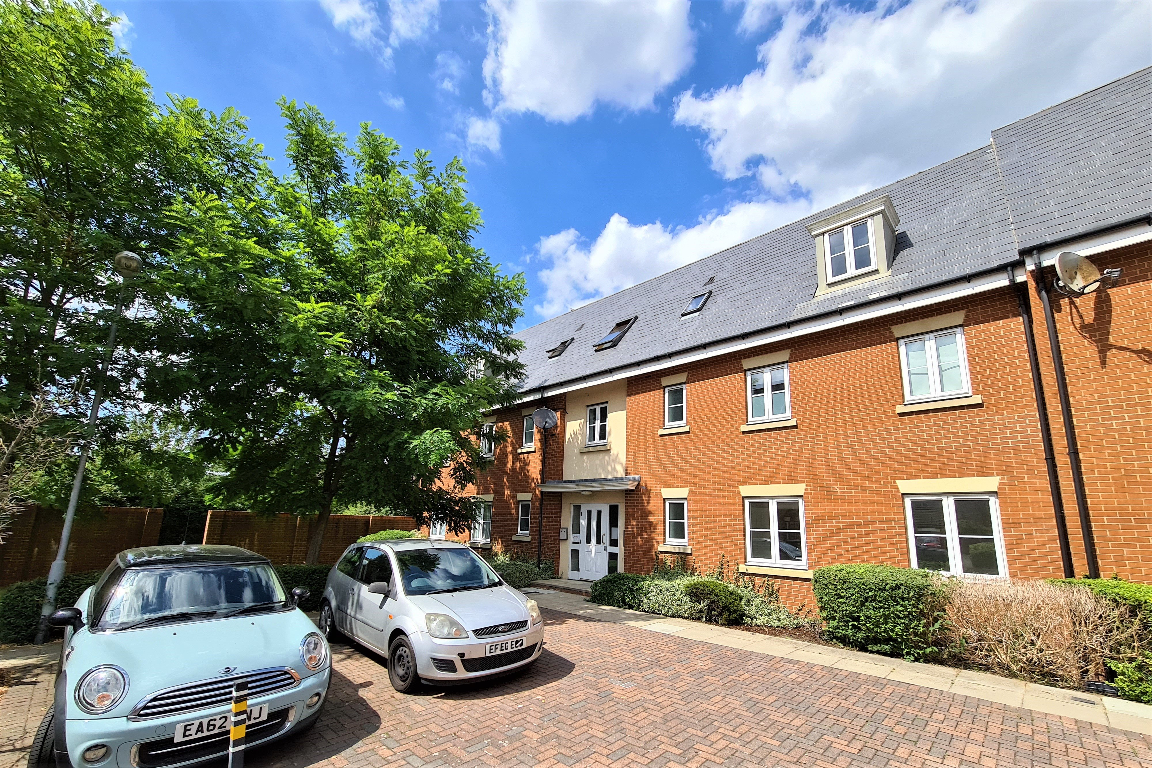 2 bed flat for sale in Priory Chase, Rayleigh, SS6