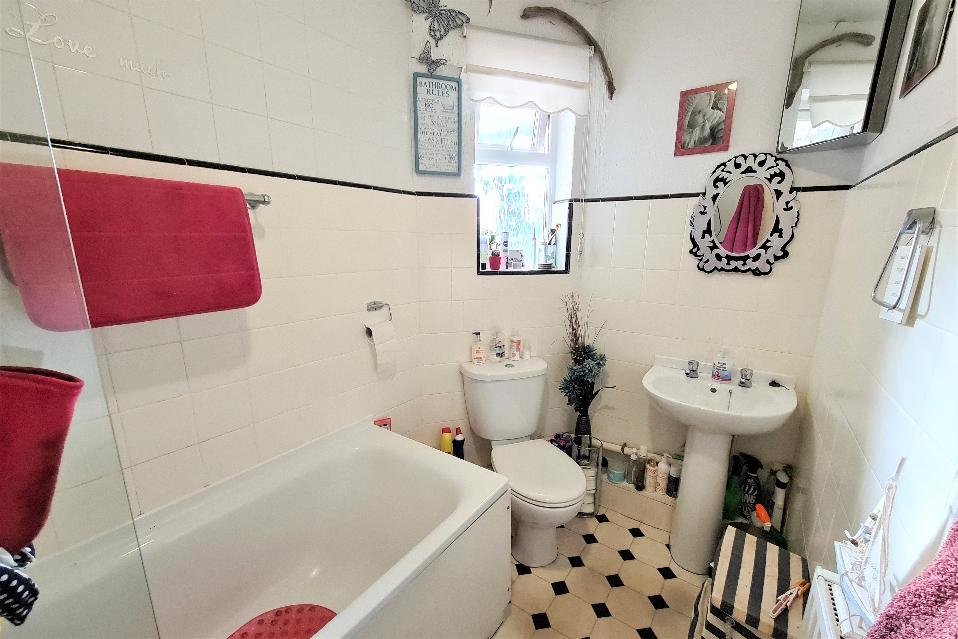 2 bed flat for sale in Benleigh House, Down Hall Road  - Property Image 2