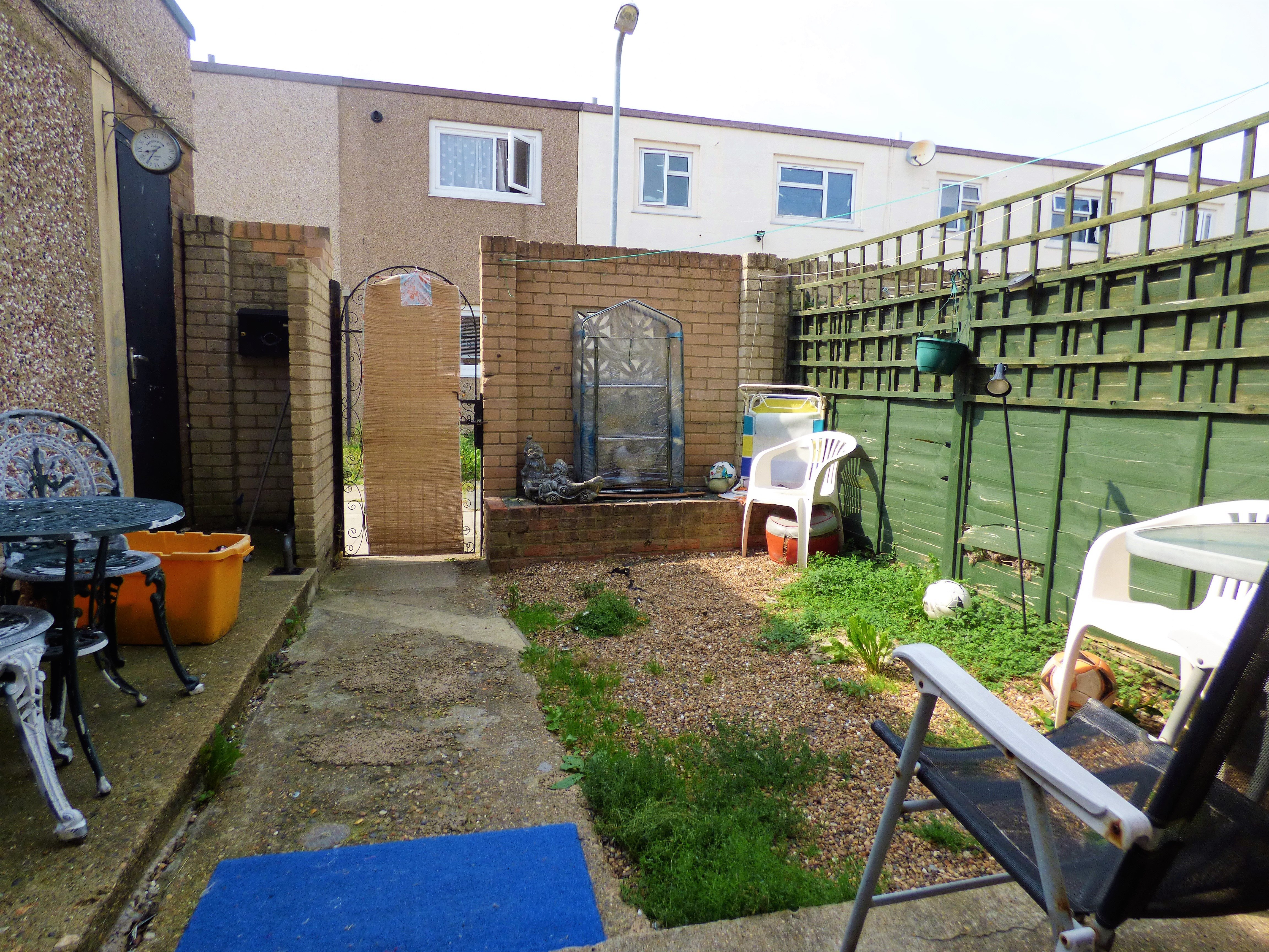 4 bed end of terrace house for sale in Swanstead, Basildon 12