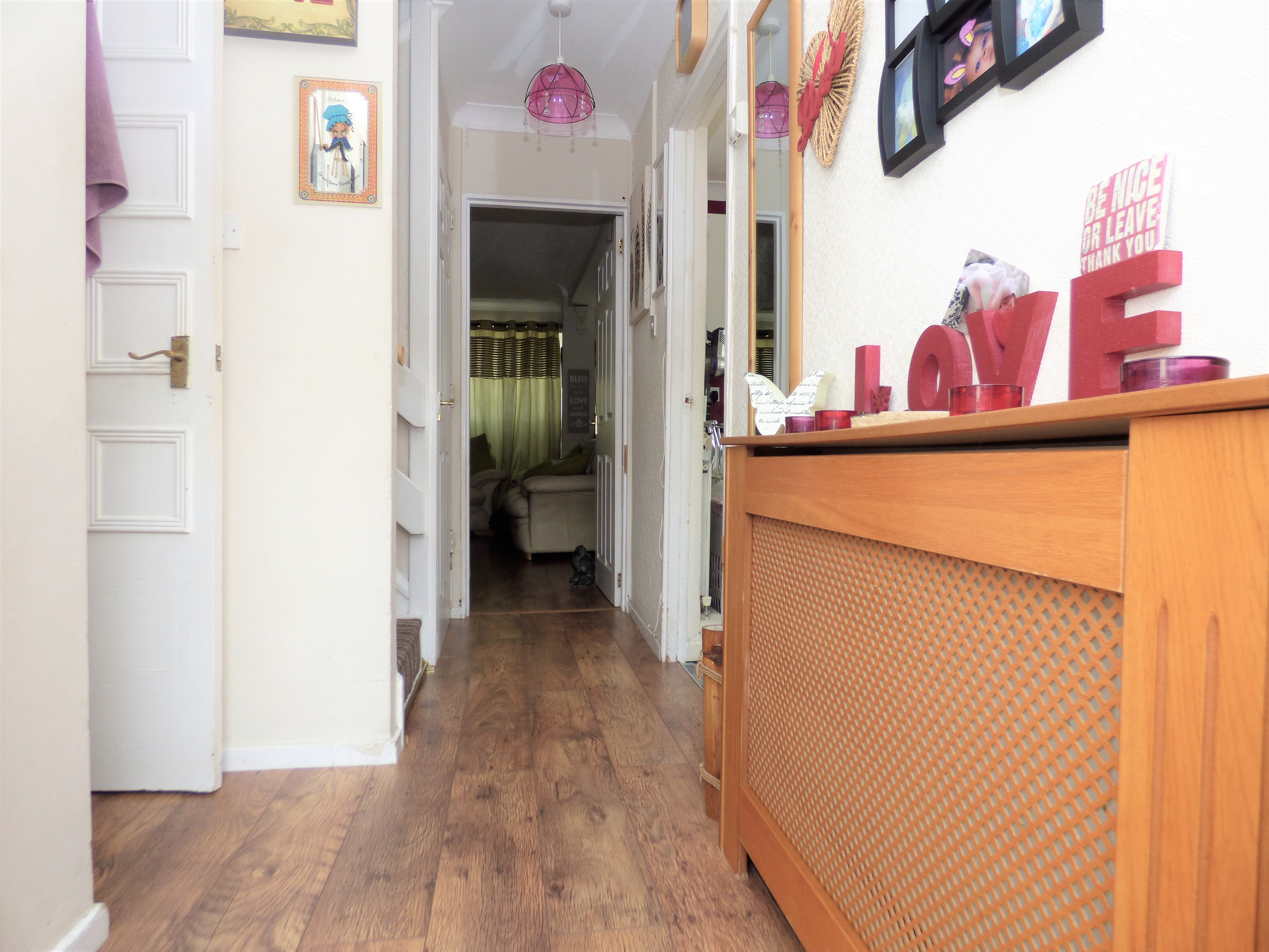 4 bed end of terrace house for sale in Swanstead, Basildon 4