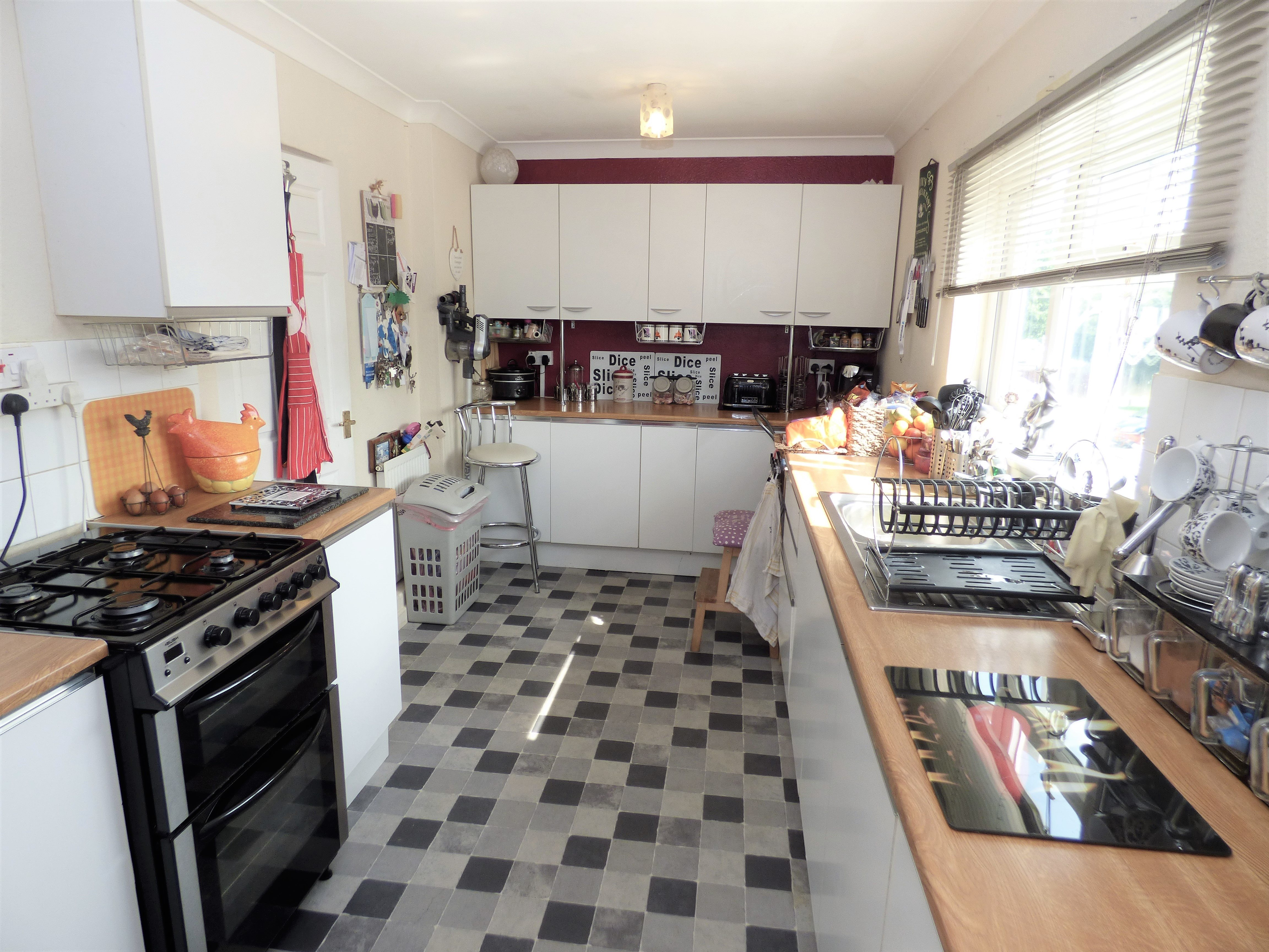 4 bed end of terrace house for sale in Swanstead, Basildon 1