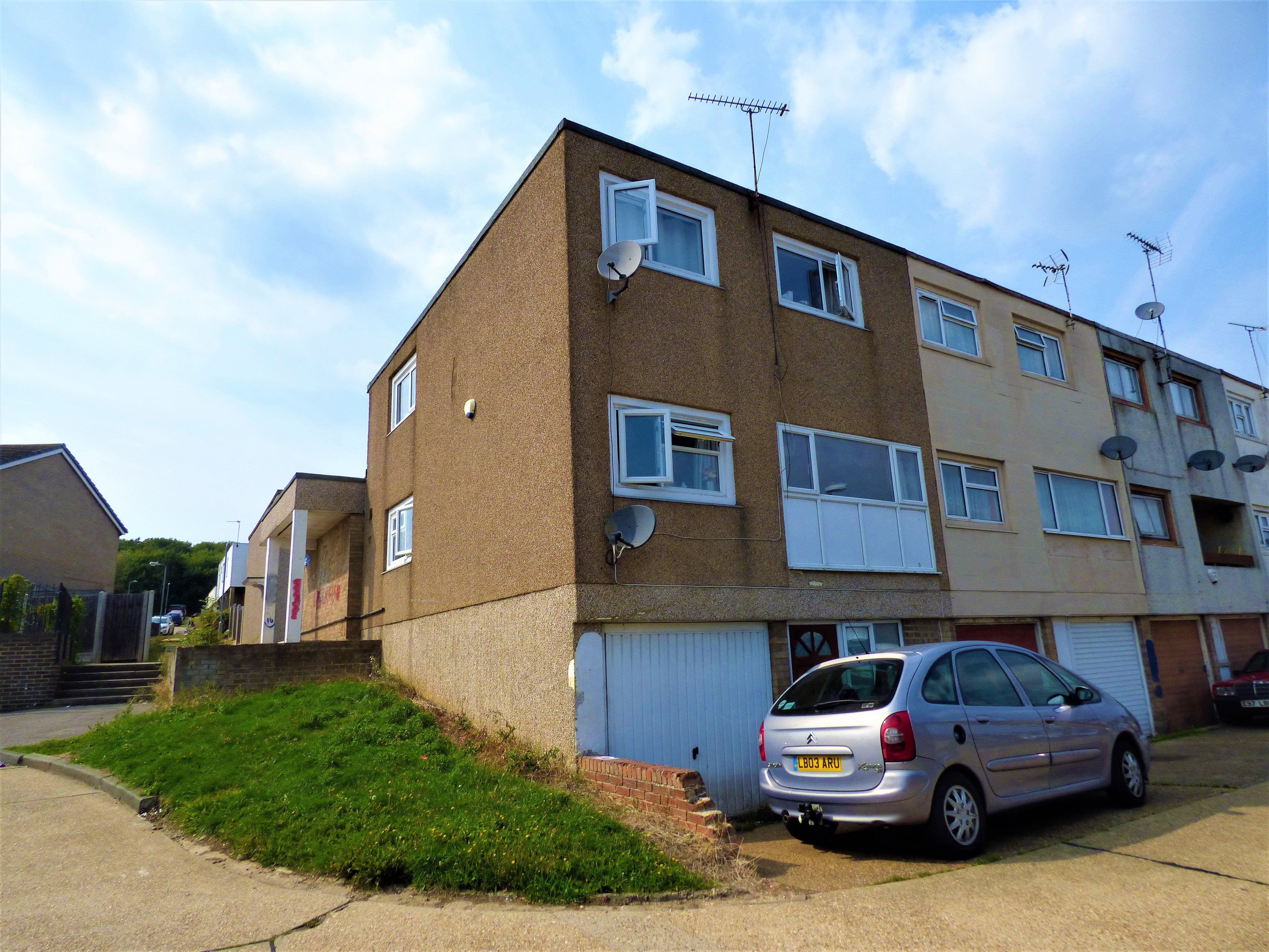 4 bed end of terrace house for sale in Swanstead, Basildon, SS16