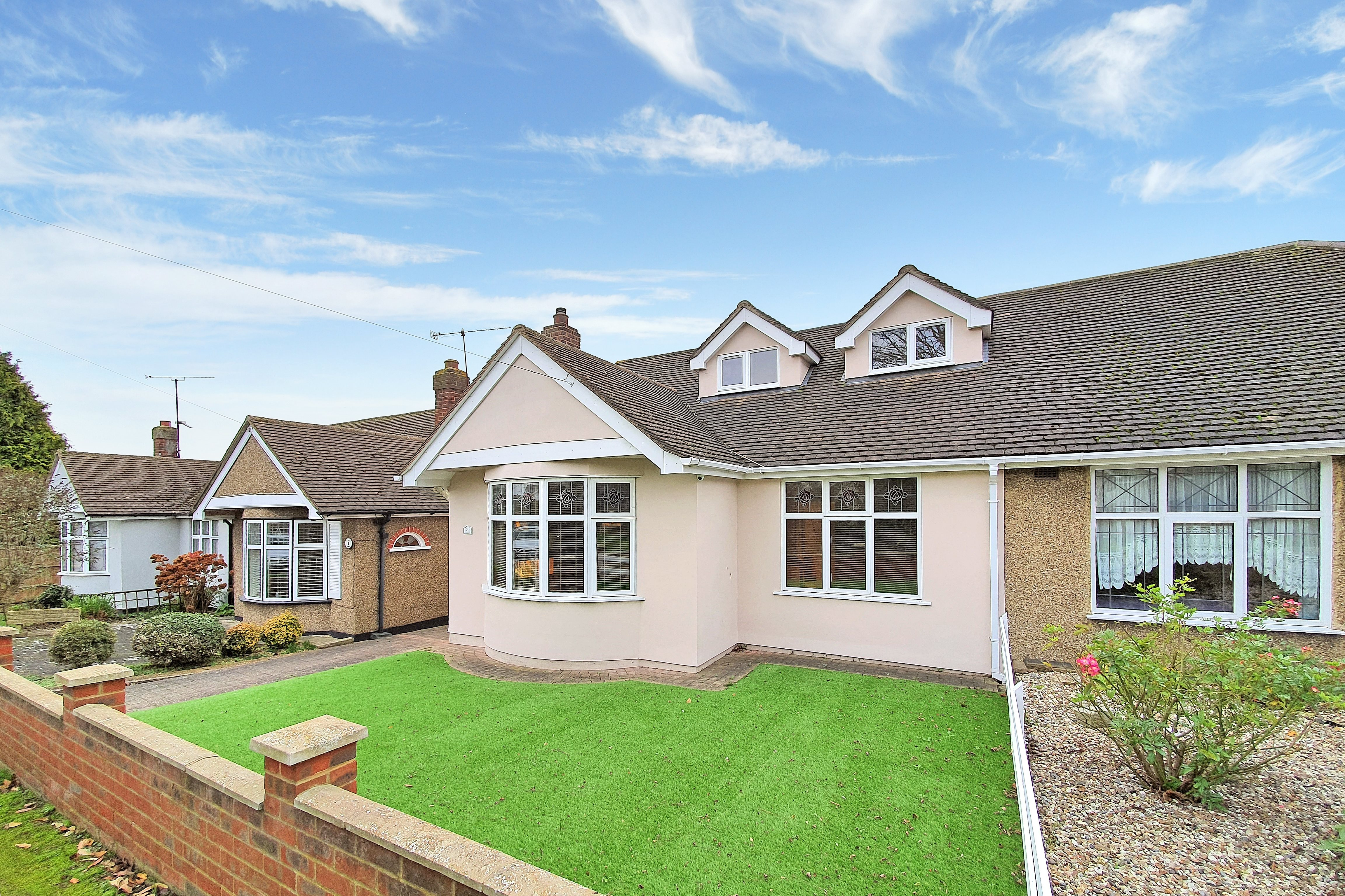 3 bed house for sale in Thames Close , Rayleigh  - Property Image 1