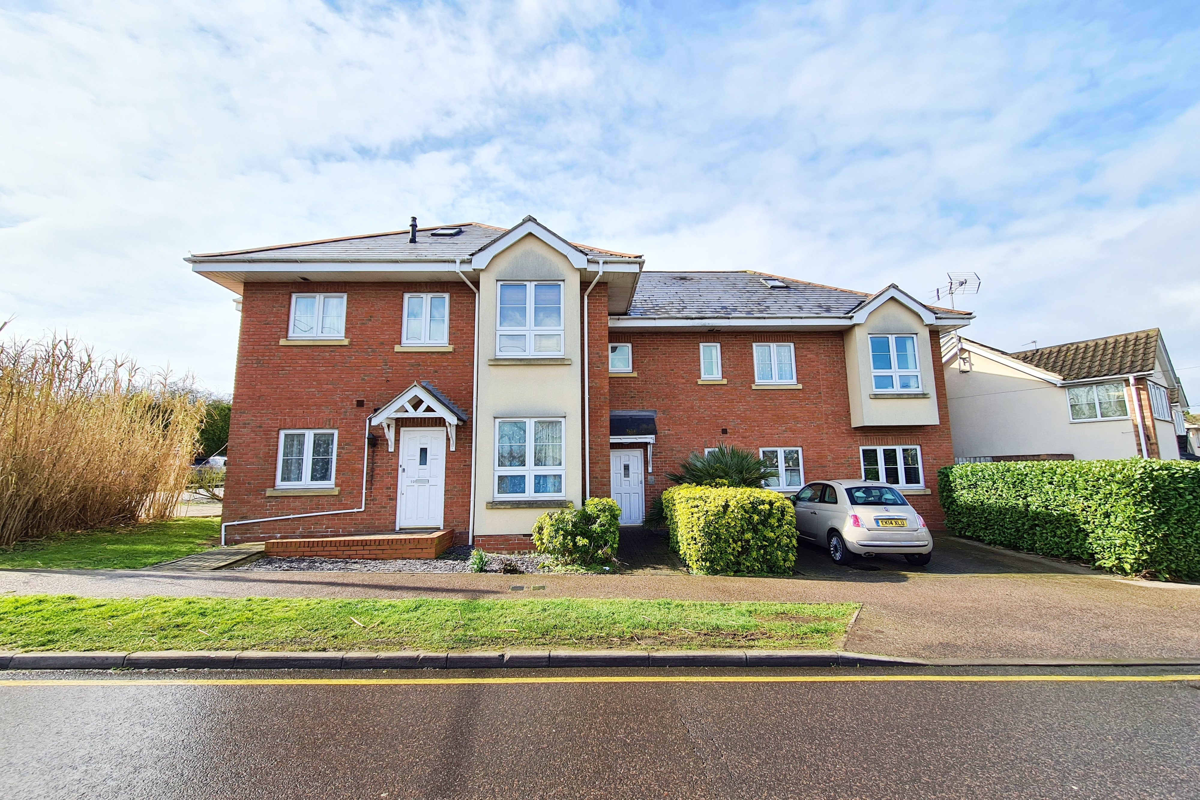 2 bed flat for sale in Lansdowne Drive, Rayleigh  - Property Image 1