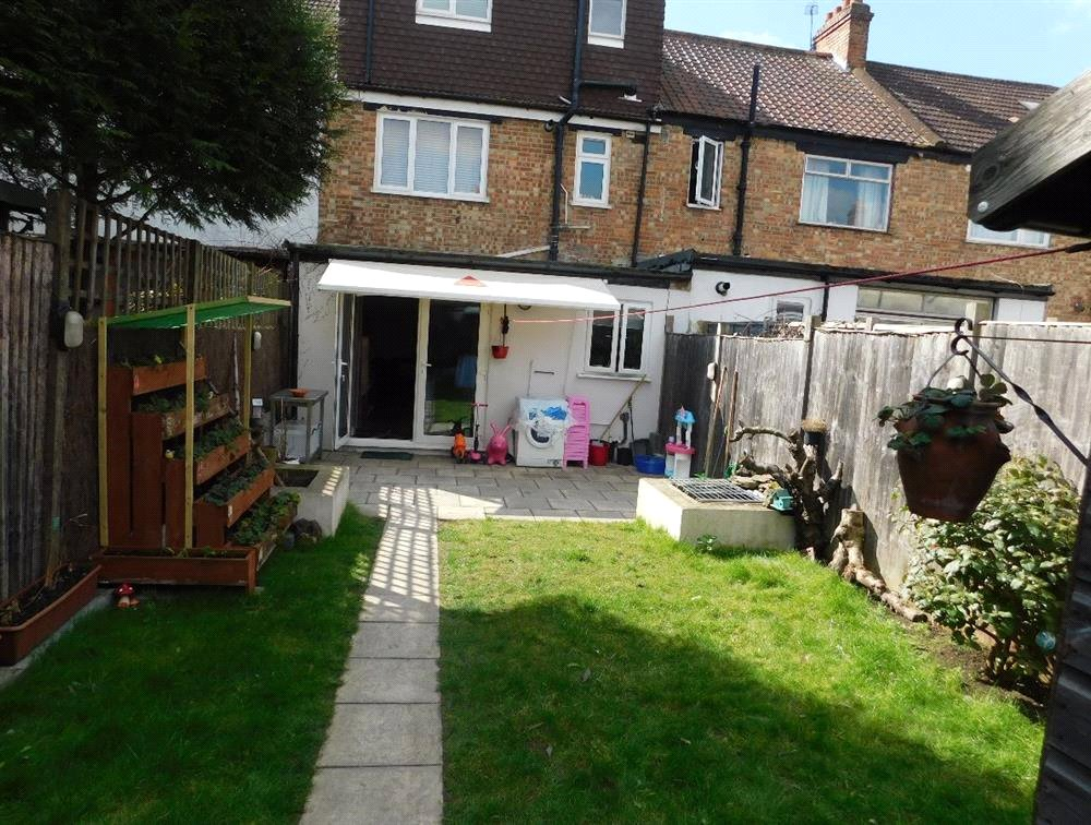 1 bed flat for sale in Streatham 3
