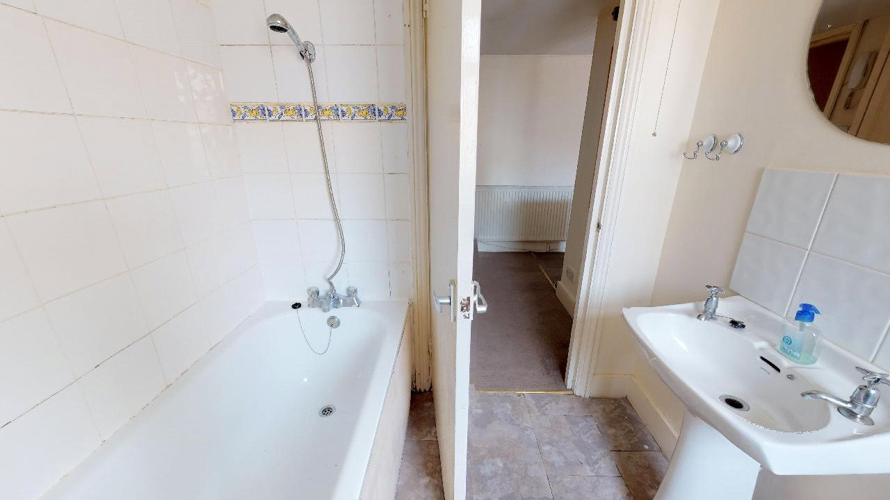1 bed flat for sale in London 5