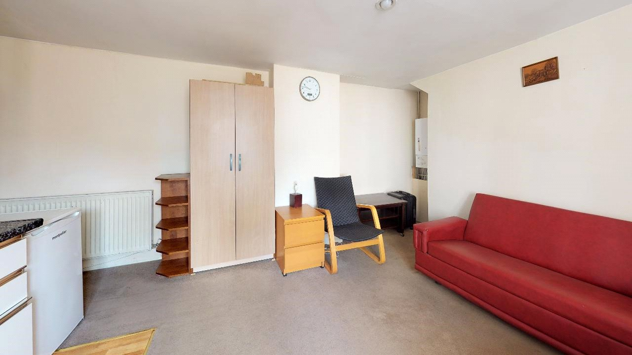 1 bed flat for sale in London 3