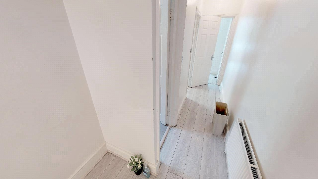3 bed flat for sale in South Norwood 8
