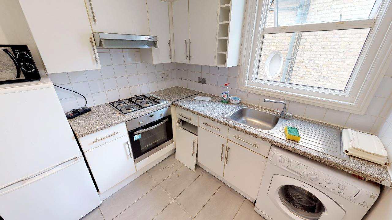3 bed flat for sale in South Norwood 2