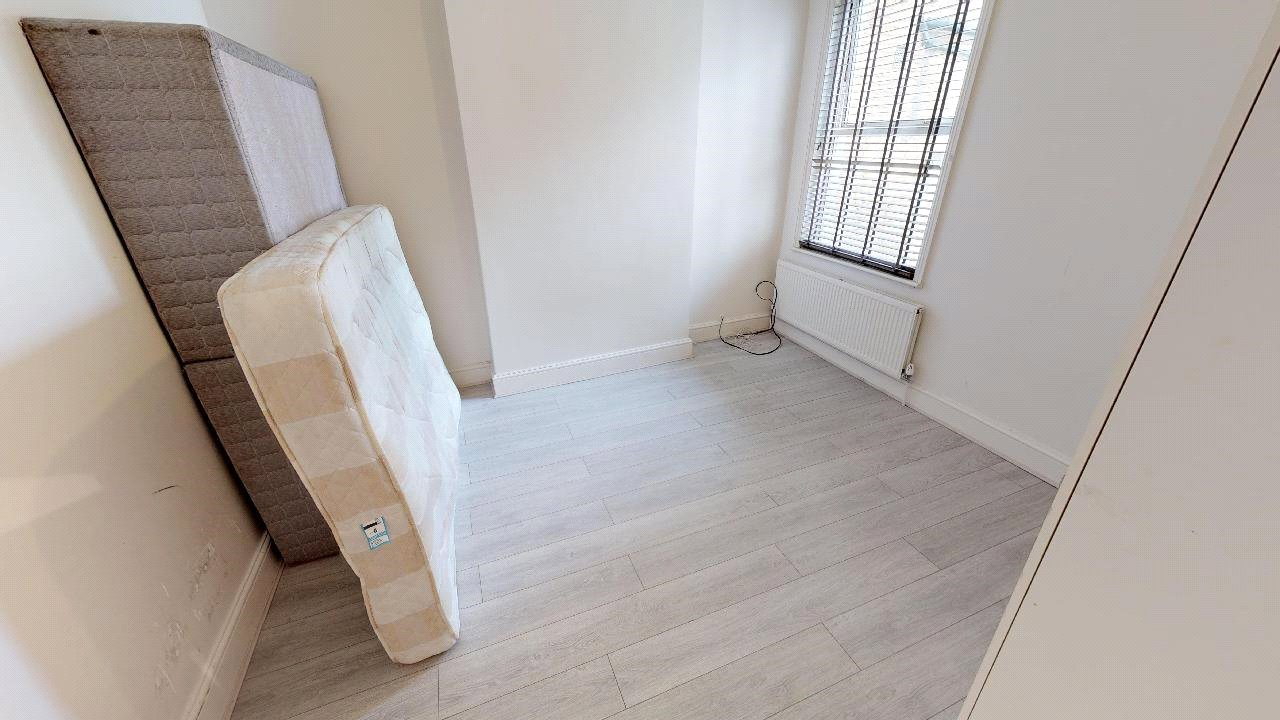 3 bed flat for sale in South Norwood 5