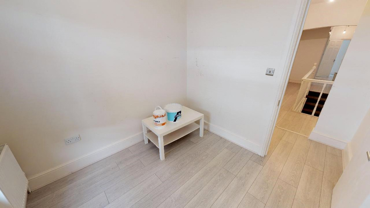 3 bed flat for sale in South Norwood 7