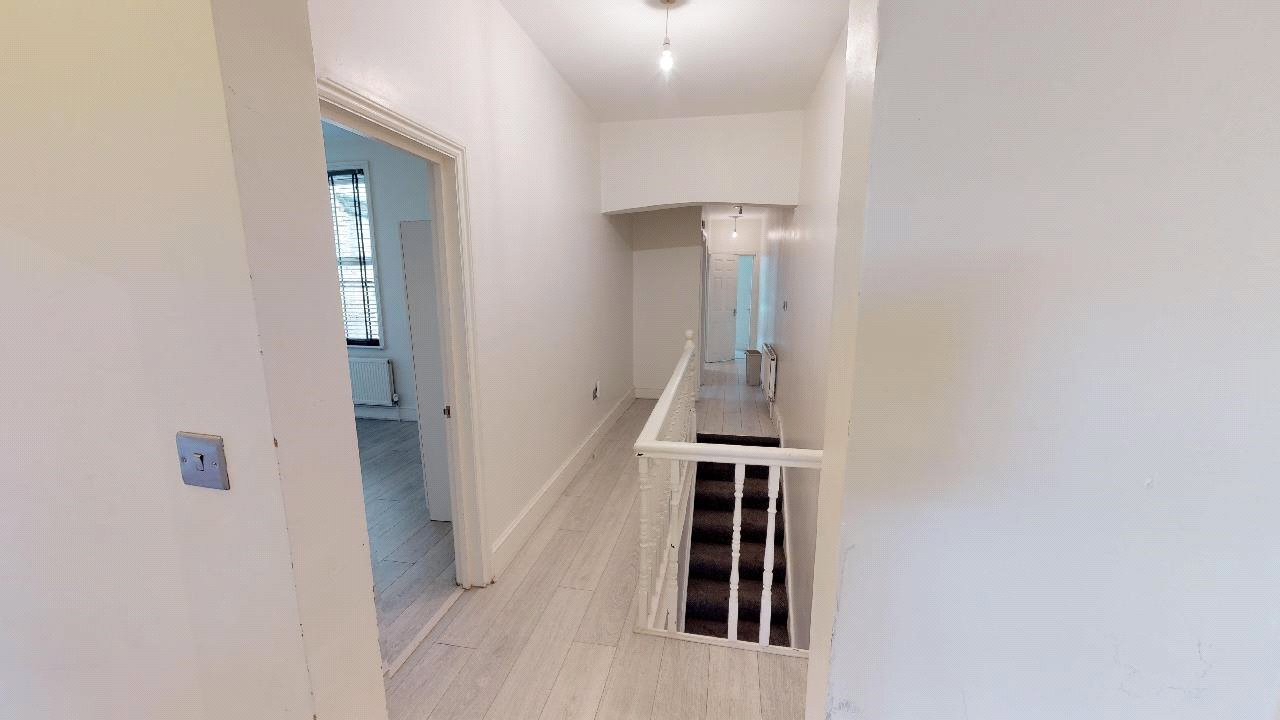 3 bed flat for sale in South Norwood 3