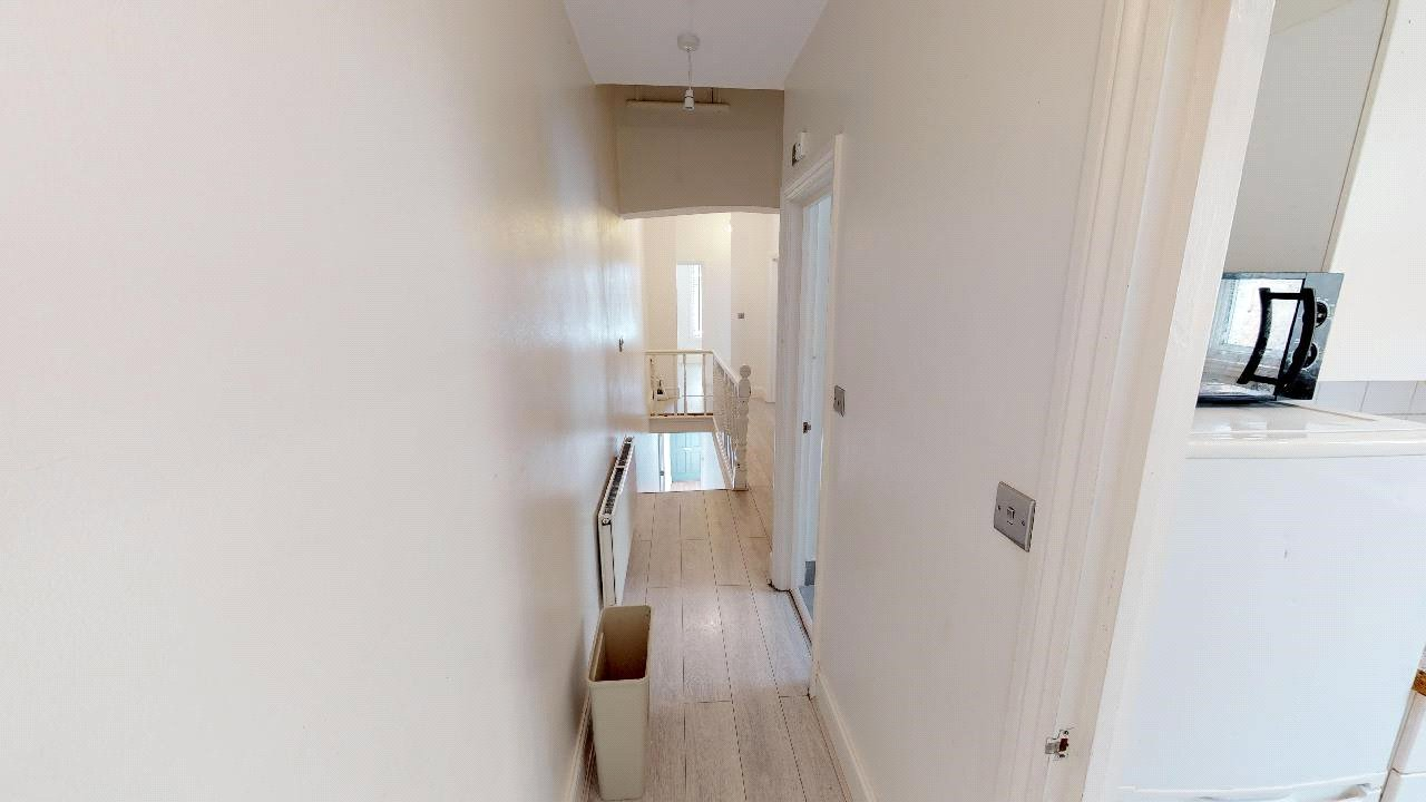 3 bed flat for sale in South Norwood 9