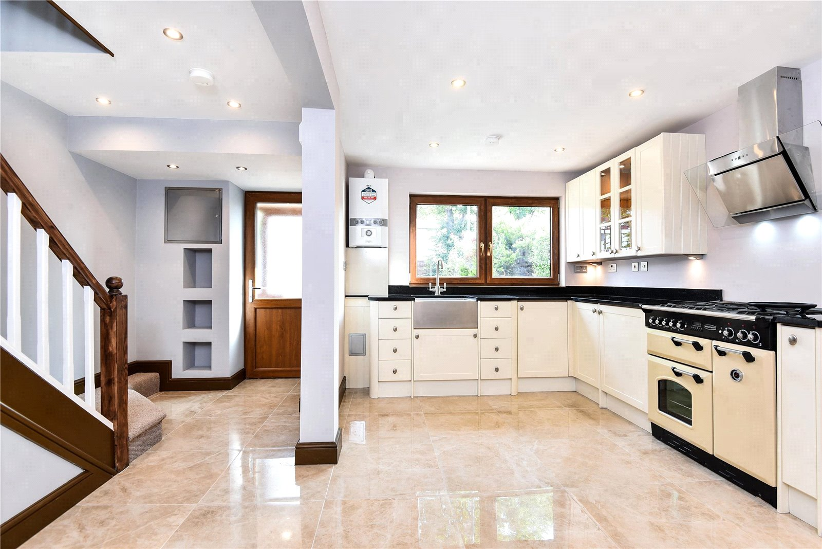 3 bed house for sale in Streatham 1