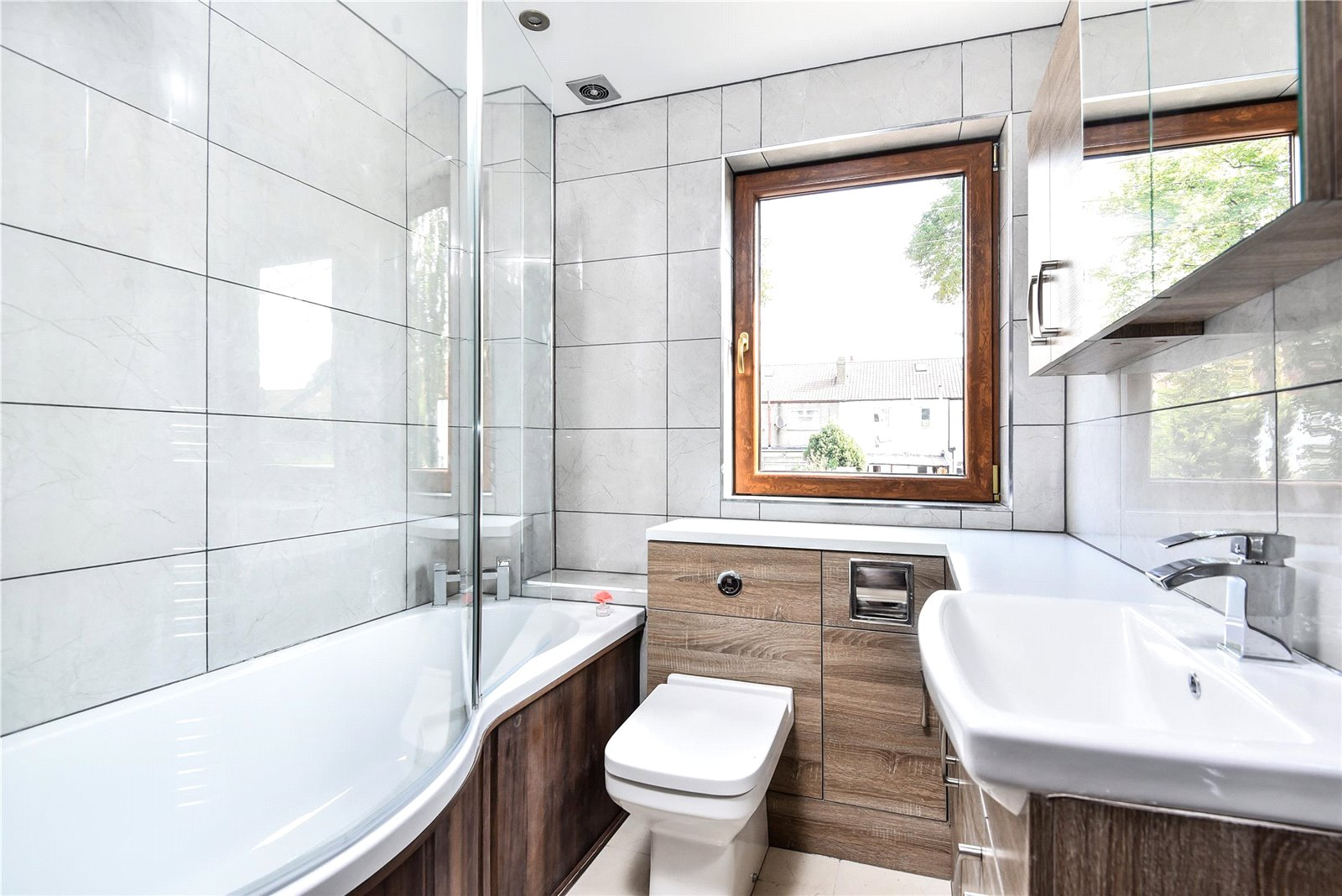 3 bed house for sale in Streatham 2