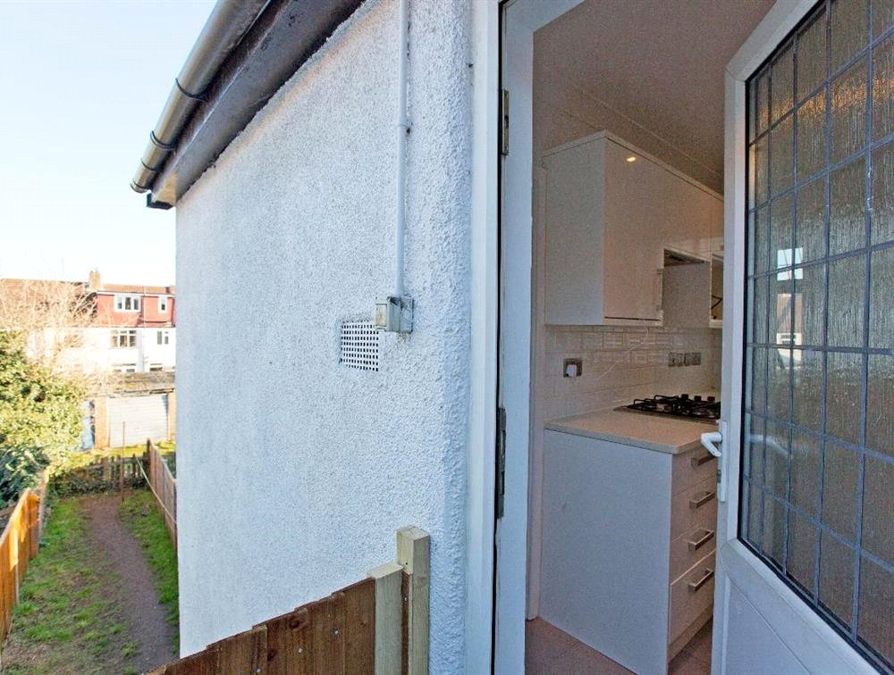 3 bed maisonette for sale in South Norwood 6