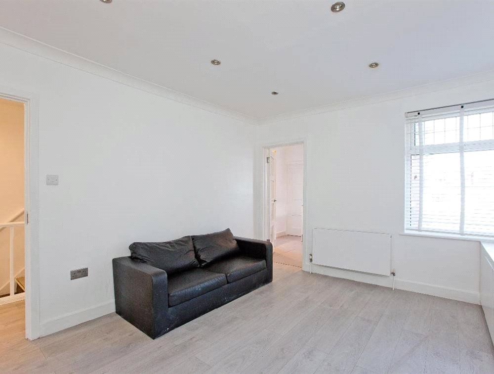 3 bed maisonette for sale in South Norwood 4