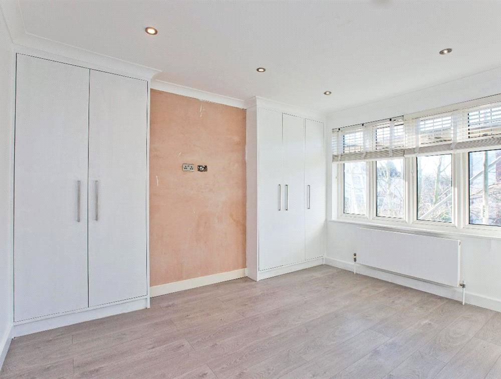 3 bed maisonette for sale in South Norwood 2