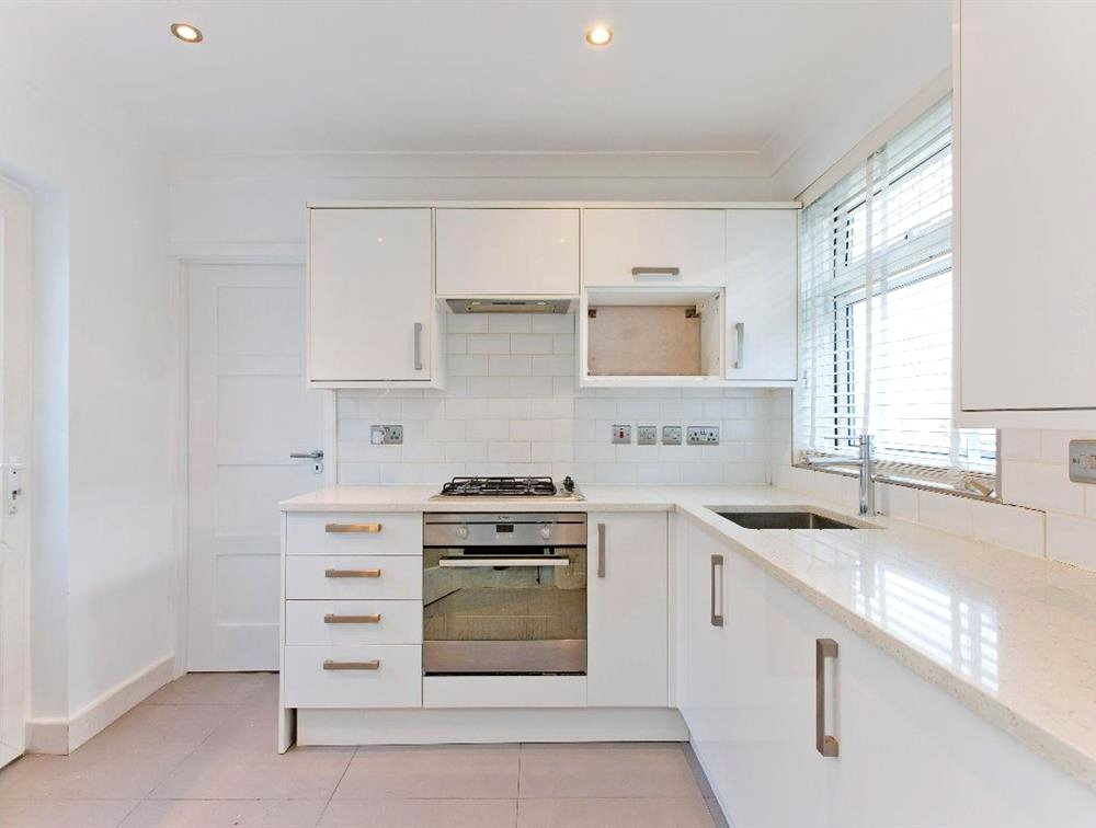 3 bed maisonette for sale in South Norwood 0