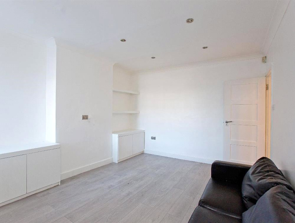 3 bed maisonette for sale in South Norwood 5
